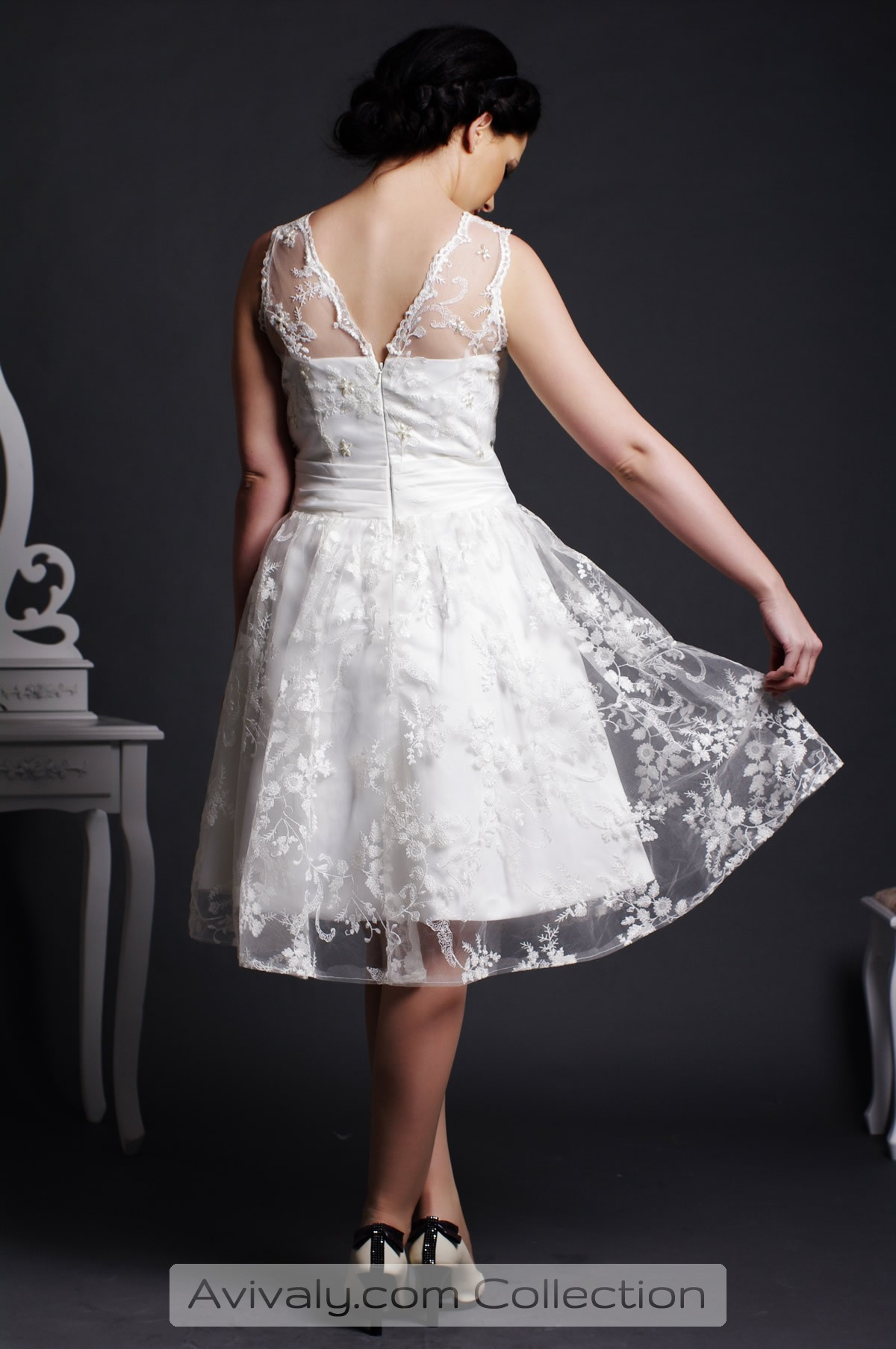Amllis - Floral Lace Covered Satin Lining