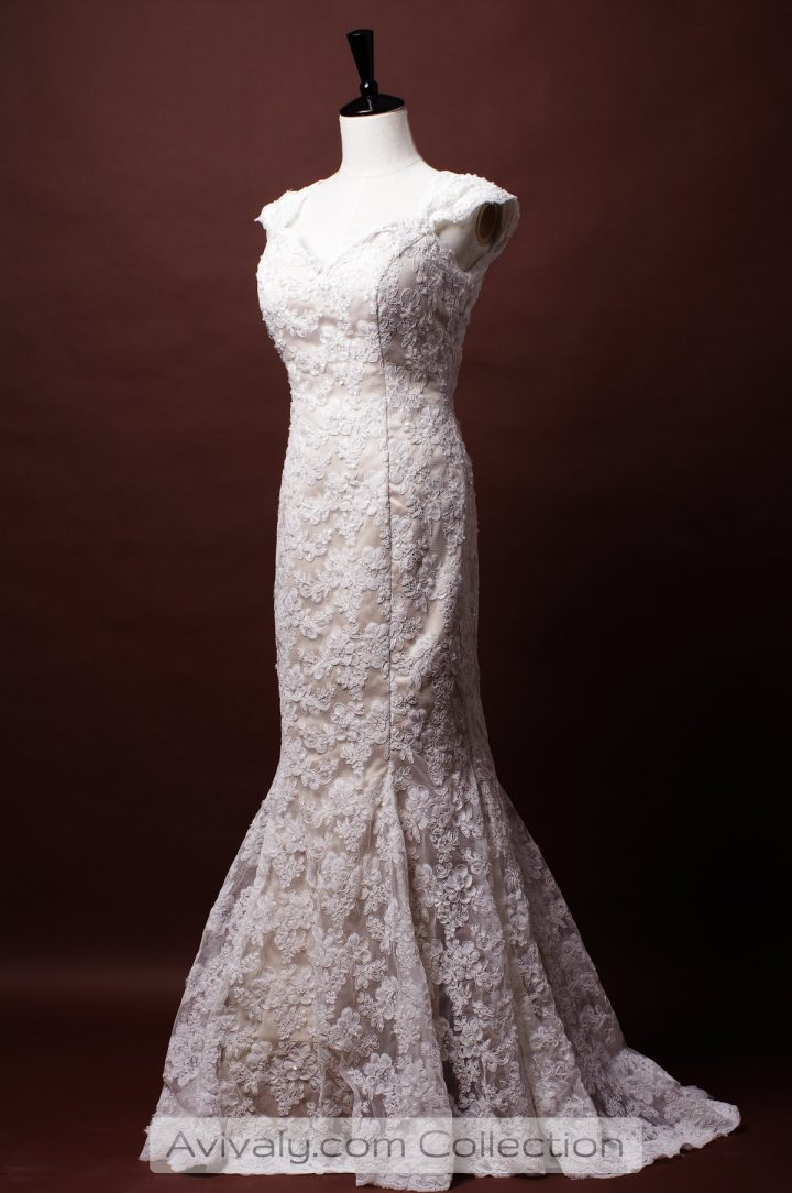 Trumpet bridal dress with sweetheart neckline & cap sleeves