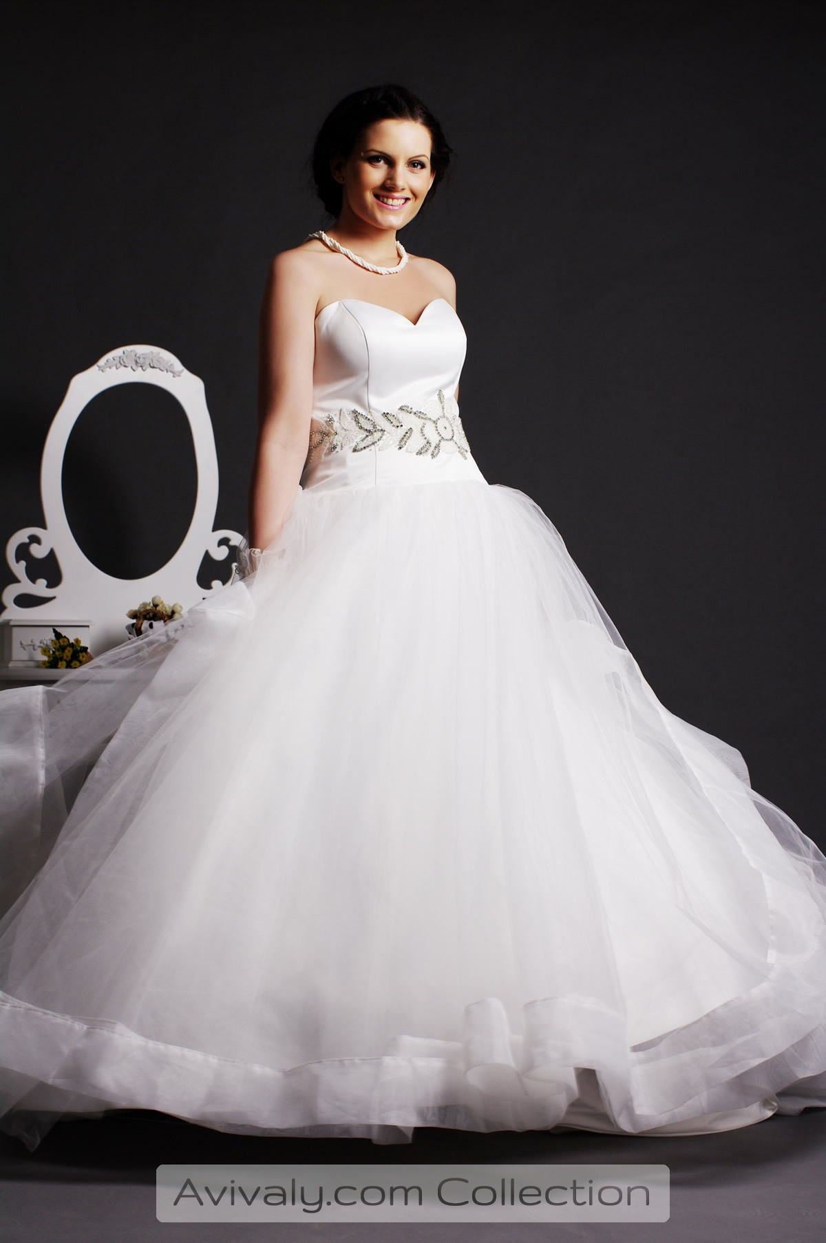Whity Free Flowing Wedding Dress Avivaly