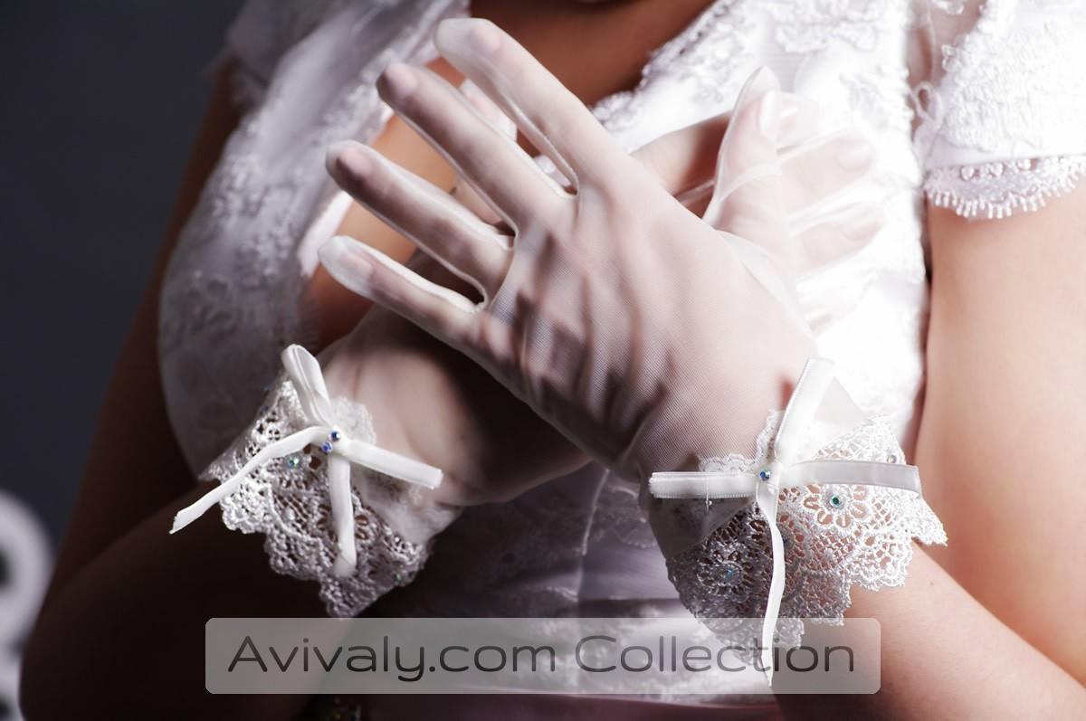 Lace Wrist with Scalloped Hem