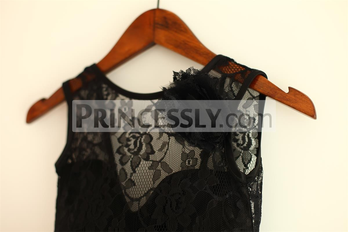 Round Neck Sleeveless Black Lace Bodice