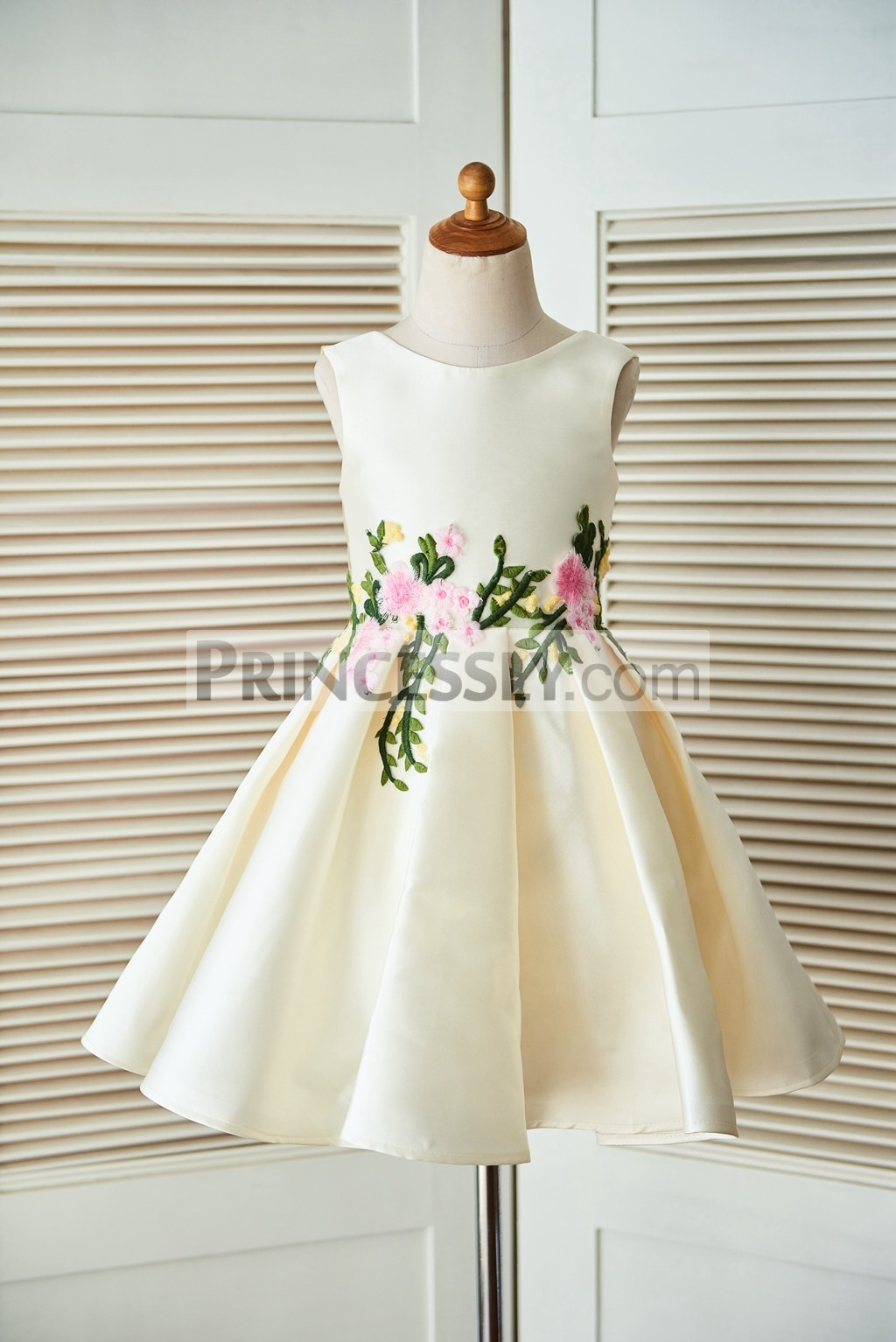 Satin Colored Embroidery Lace Appliques Box-pleated Skirt Flower Girl Dress