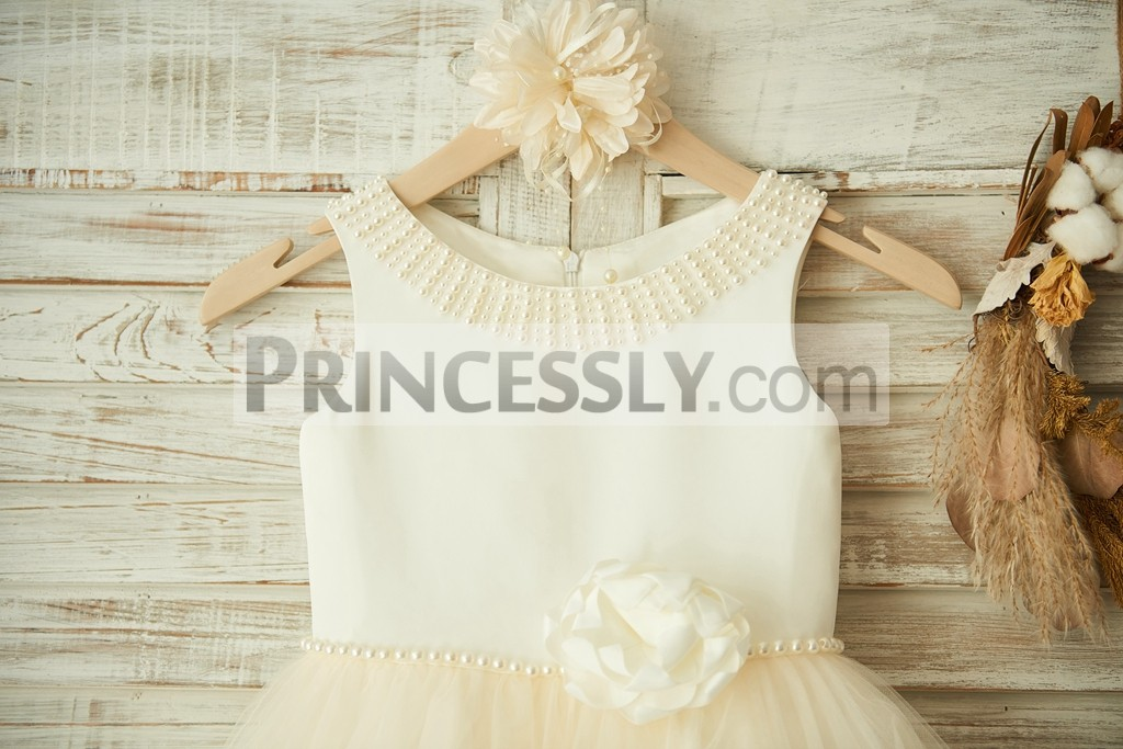 Pearls Neckline and Waistline with Flower Side Decoration of Panel Bodice