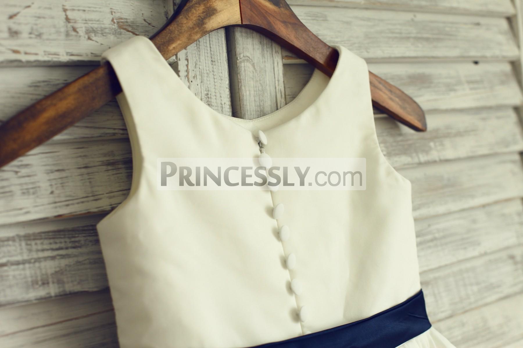 Buttoned zipper back