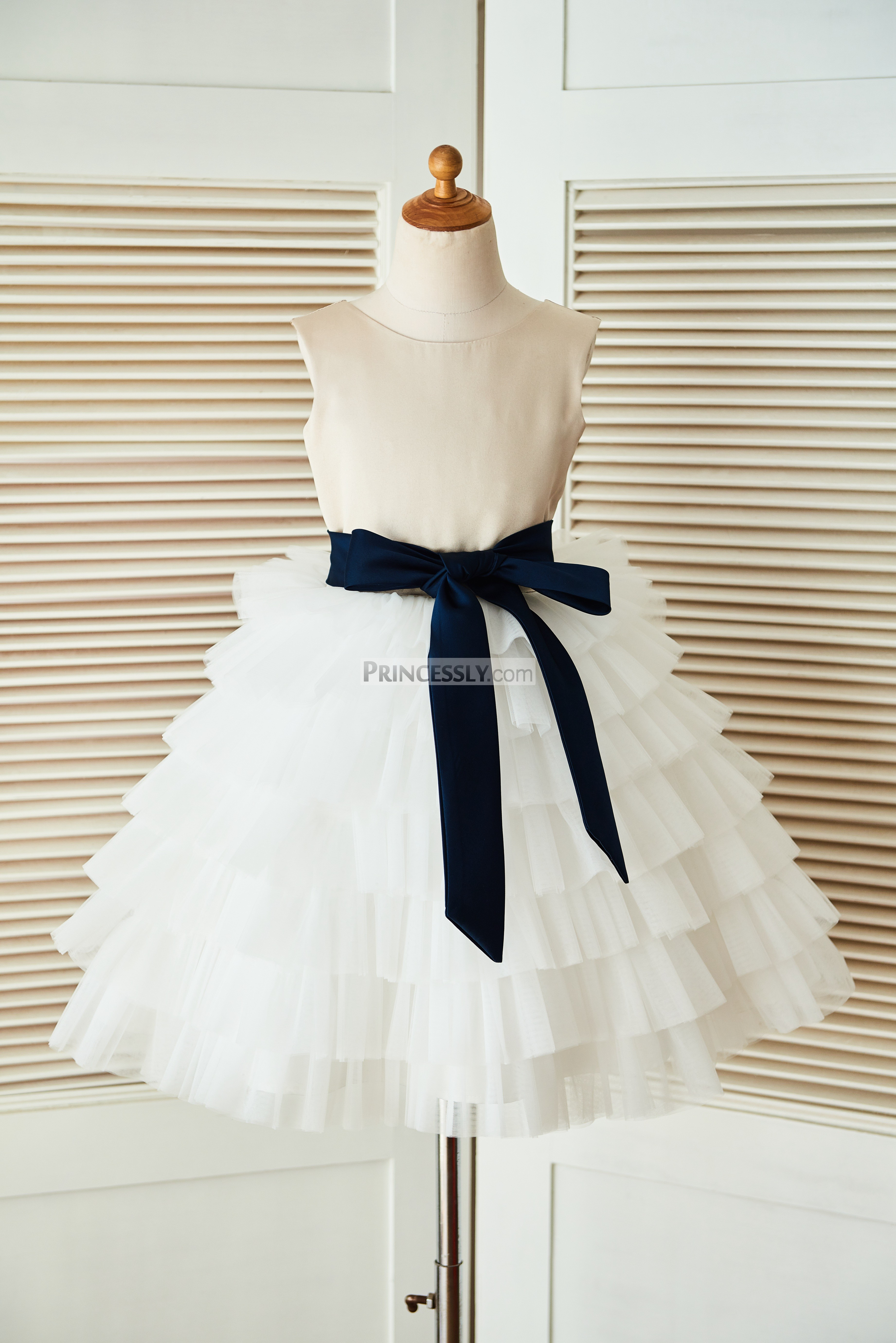 V back white dress navy