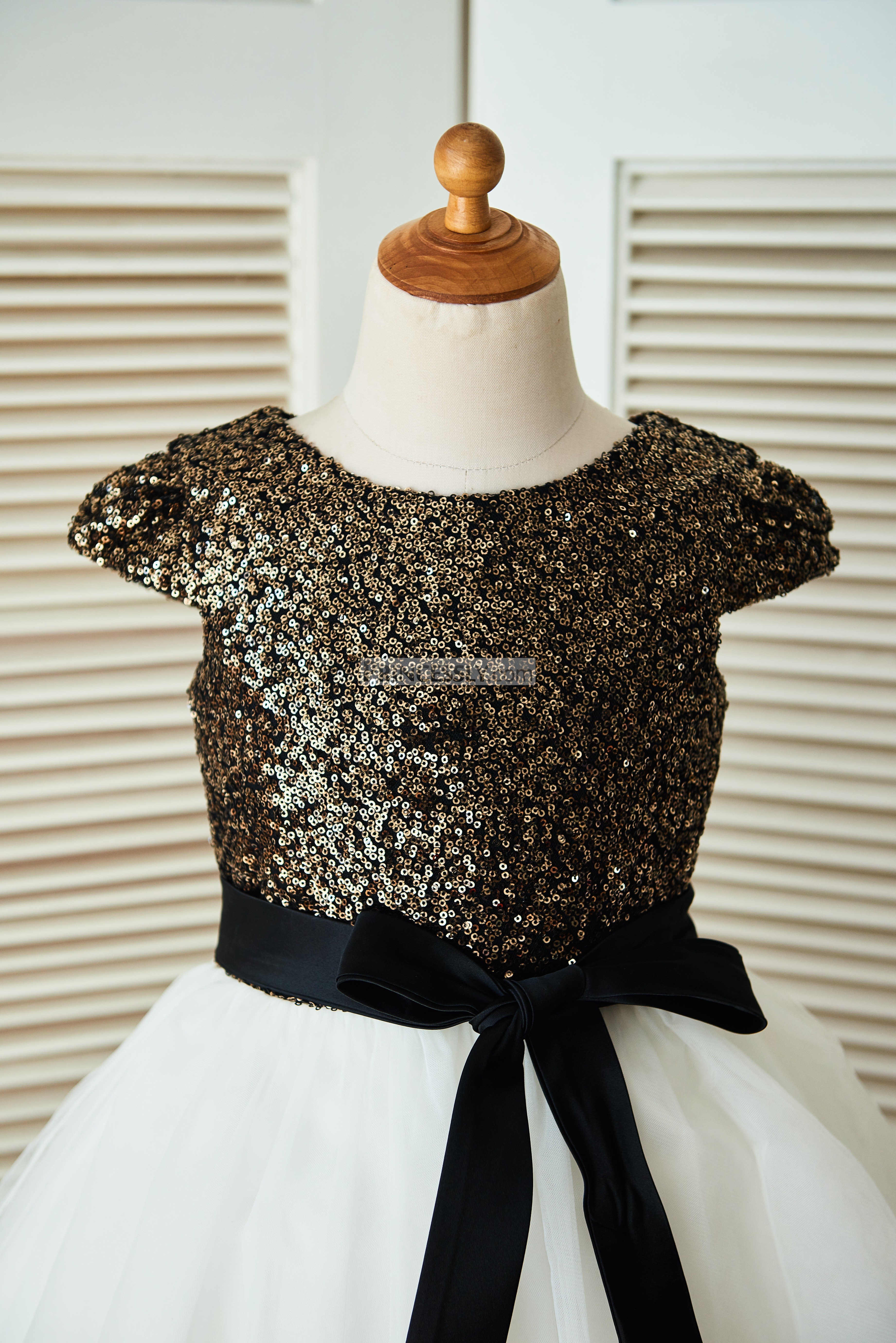 Cap Sleeves Gold Sequin Ivory Tulle Flower Girl Dress With