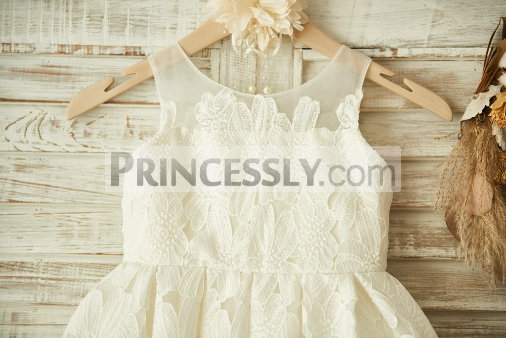 Cotton lace sheer bodice in scoop neckline and sleeveless
