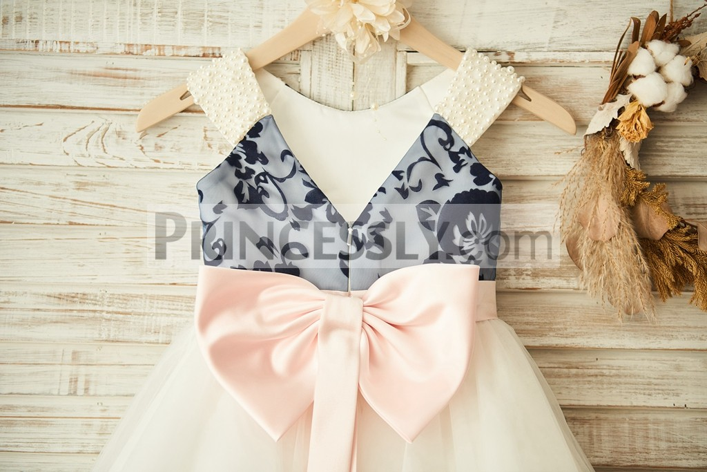 Open V neck back with a big pink bow