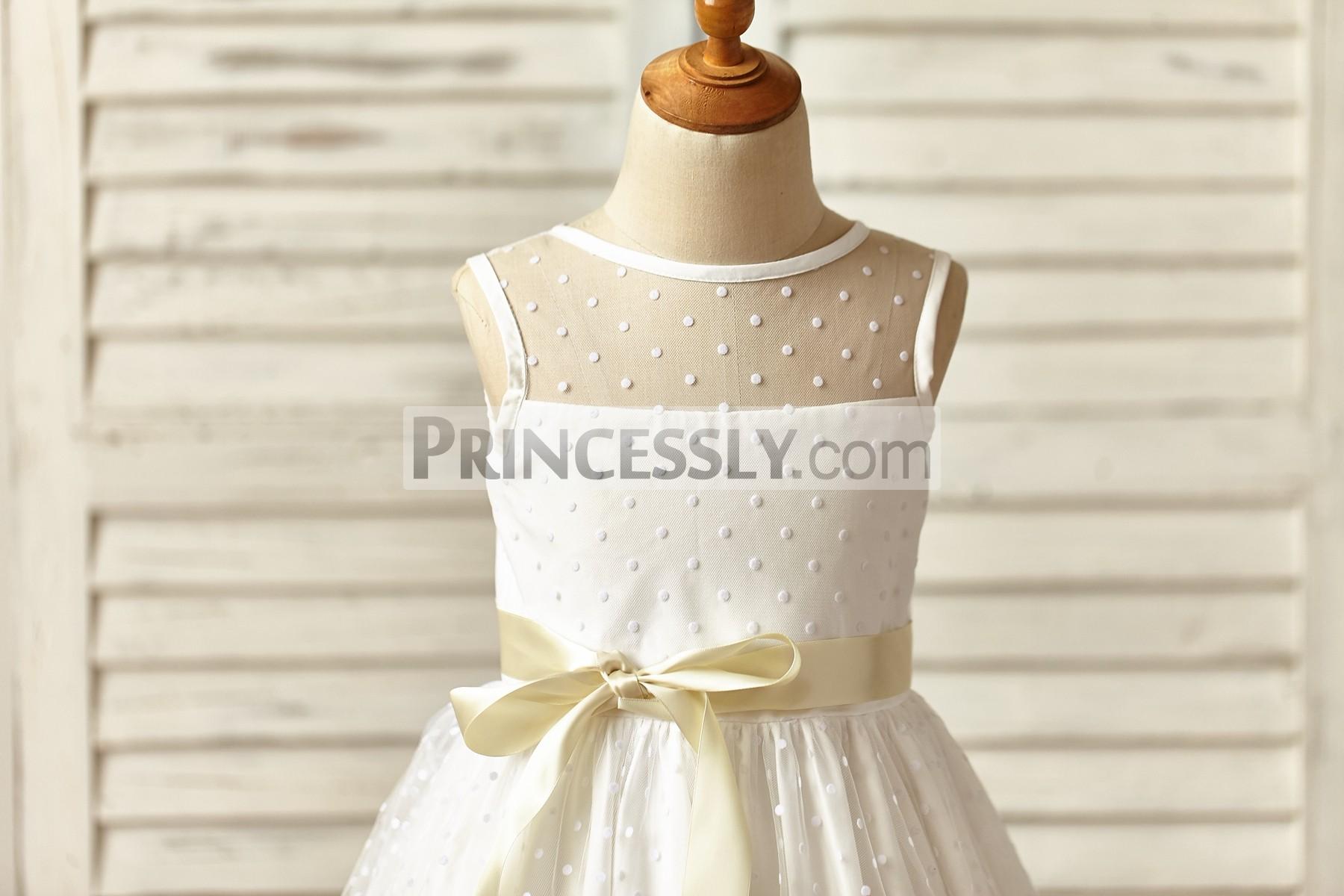 Sheer jewel neckline sleeveless bodice