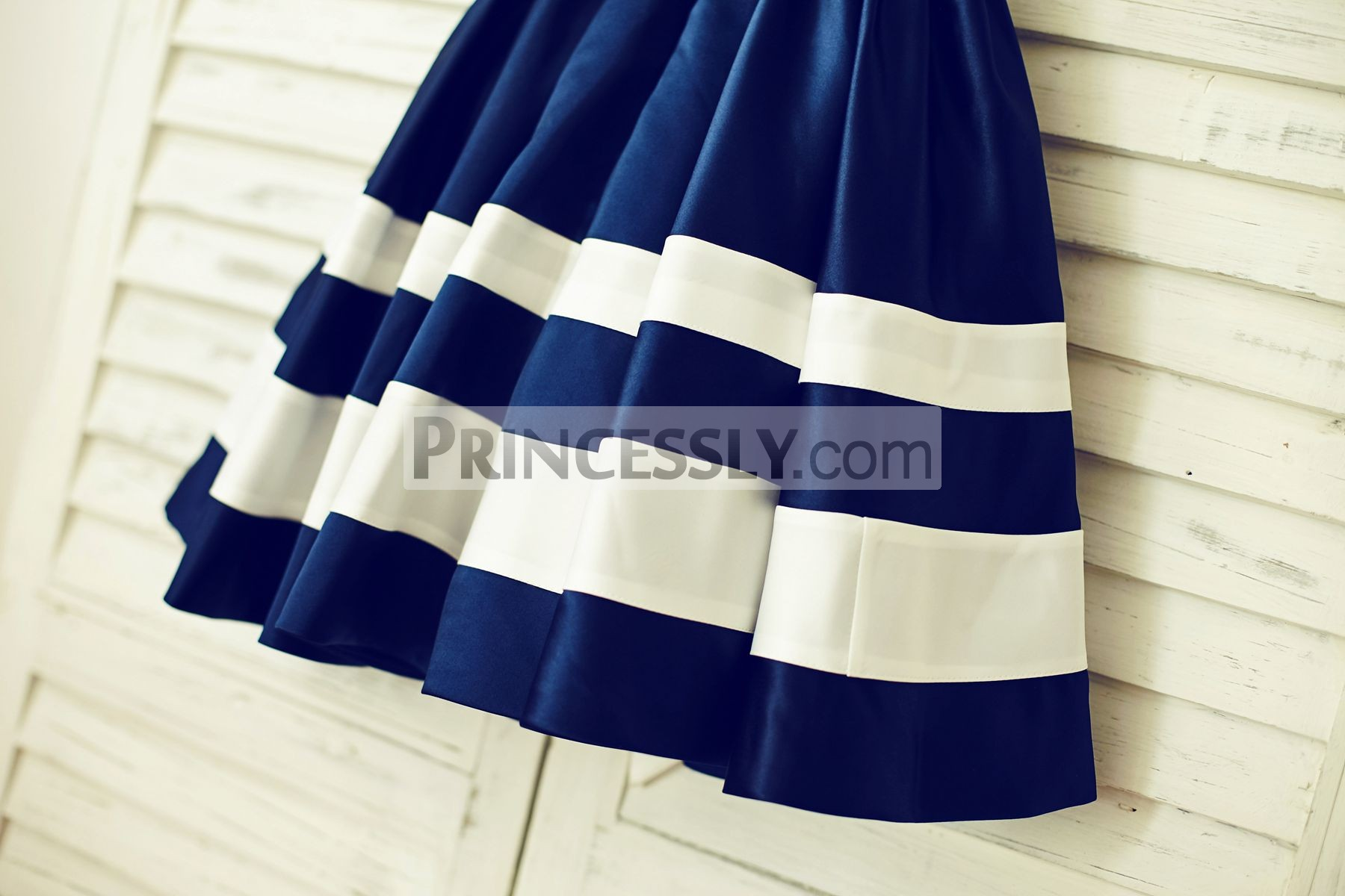 Box pleated skirt with ivory stripes
