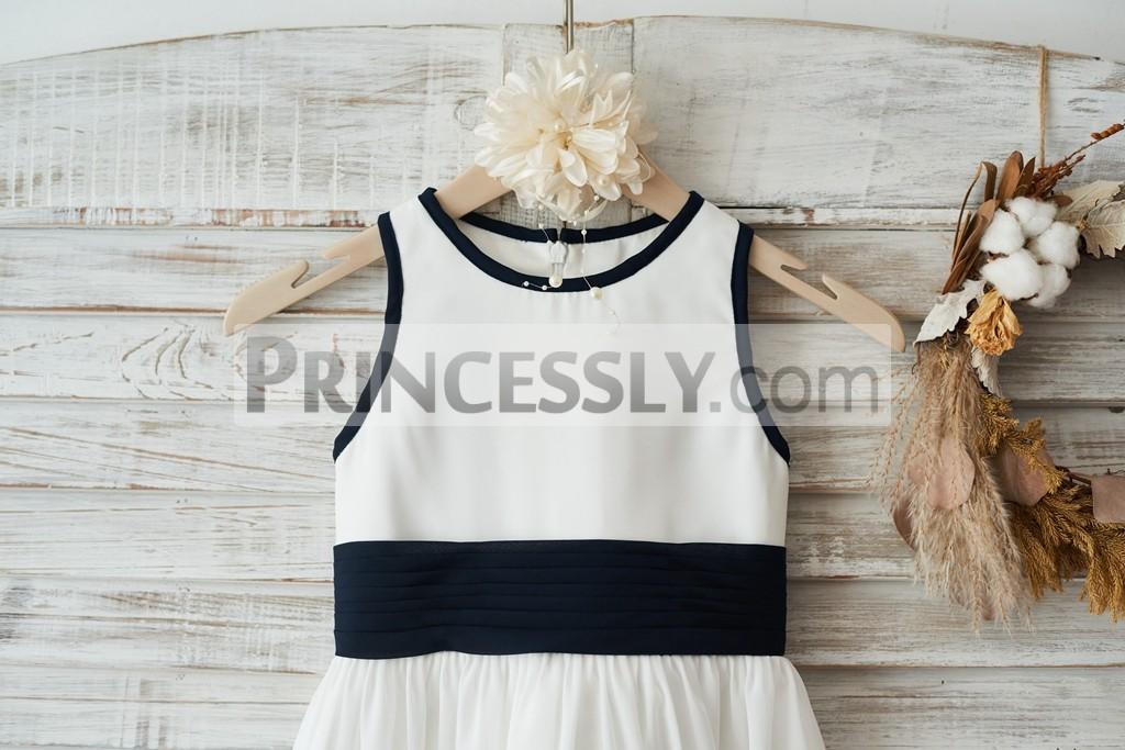 Scoop neckline and sleeveless bodice with navy blue belt