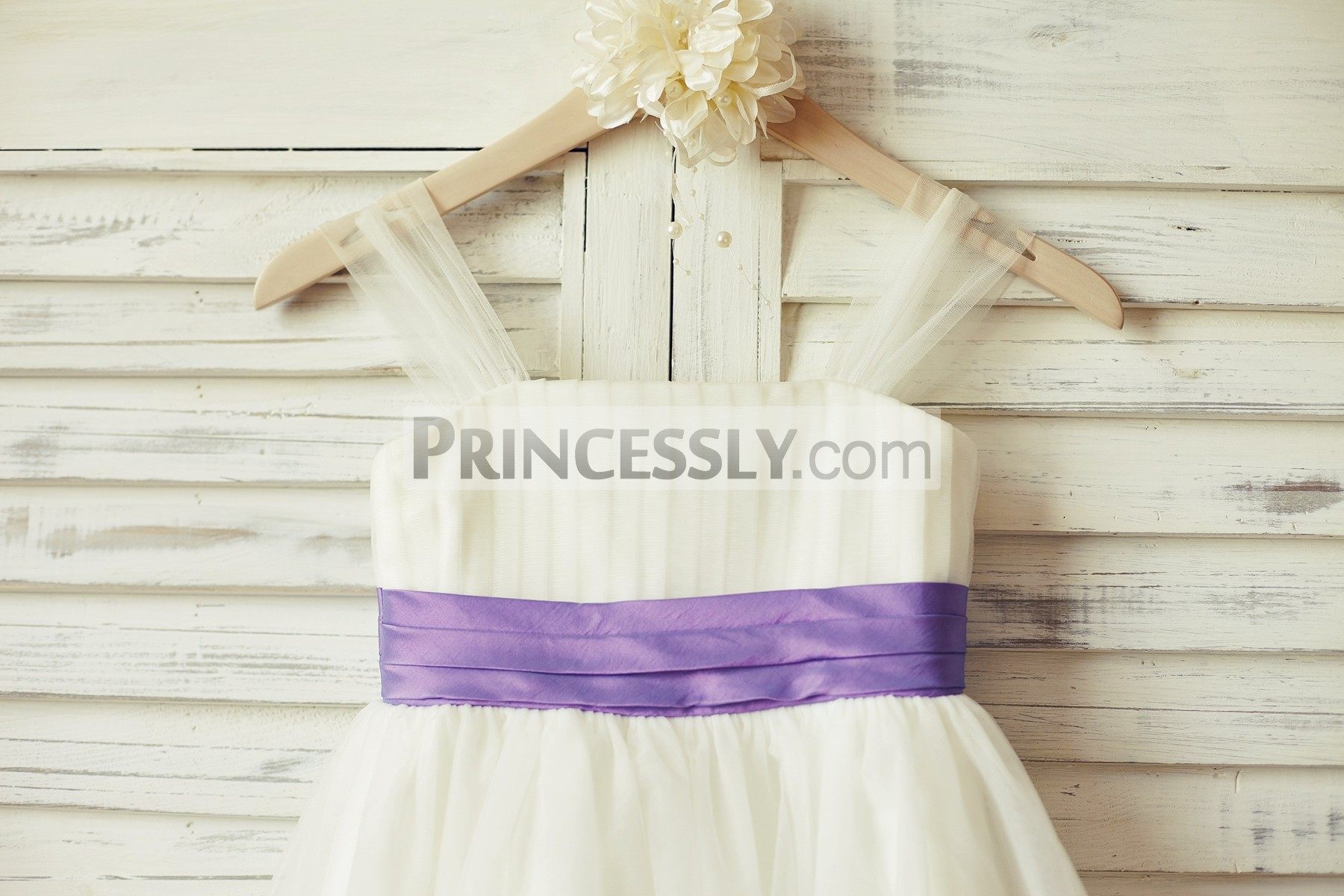 Thin straps straight neckline bodice with folded lavender taffeta belt