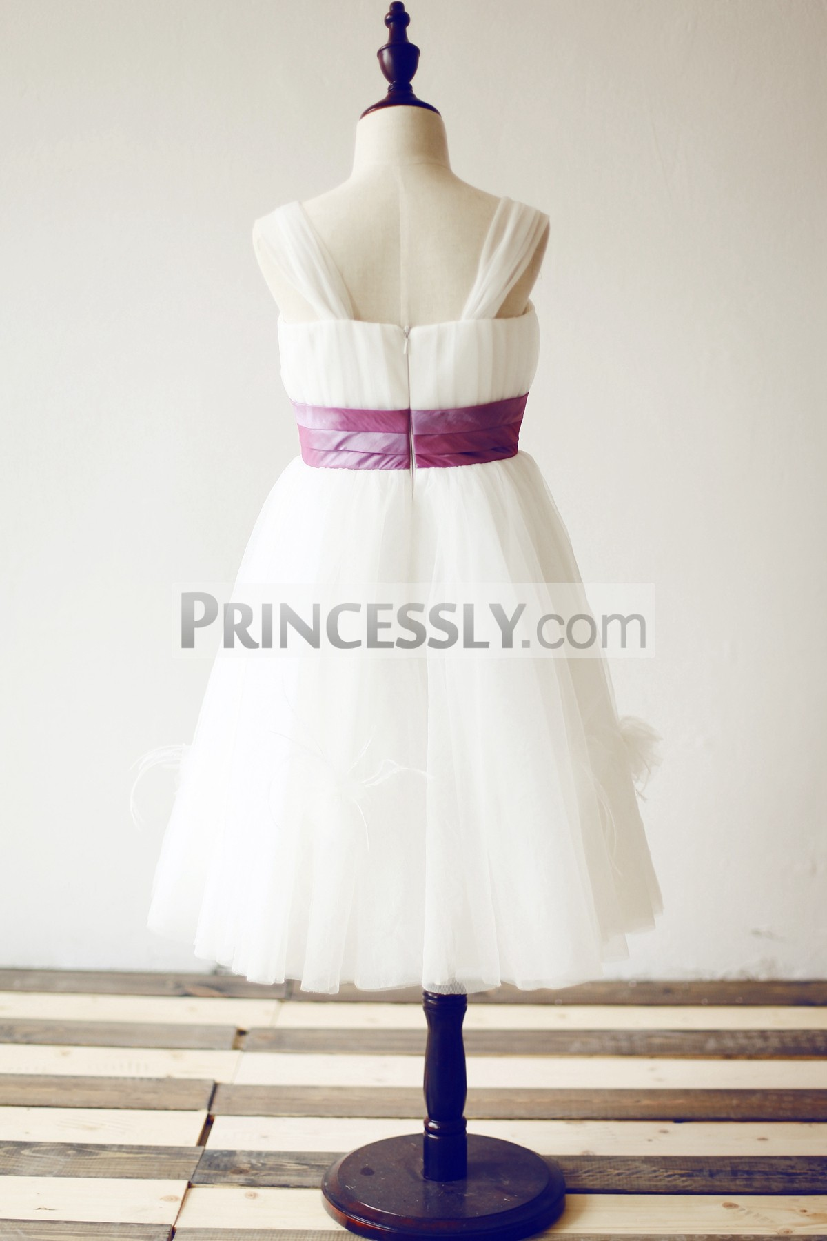 Thin shoulder straps ivory tulle wedding little girl dress with feathers
