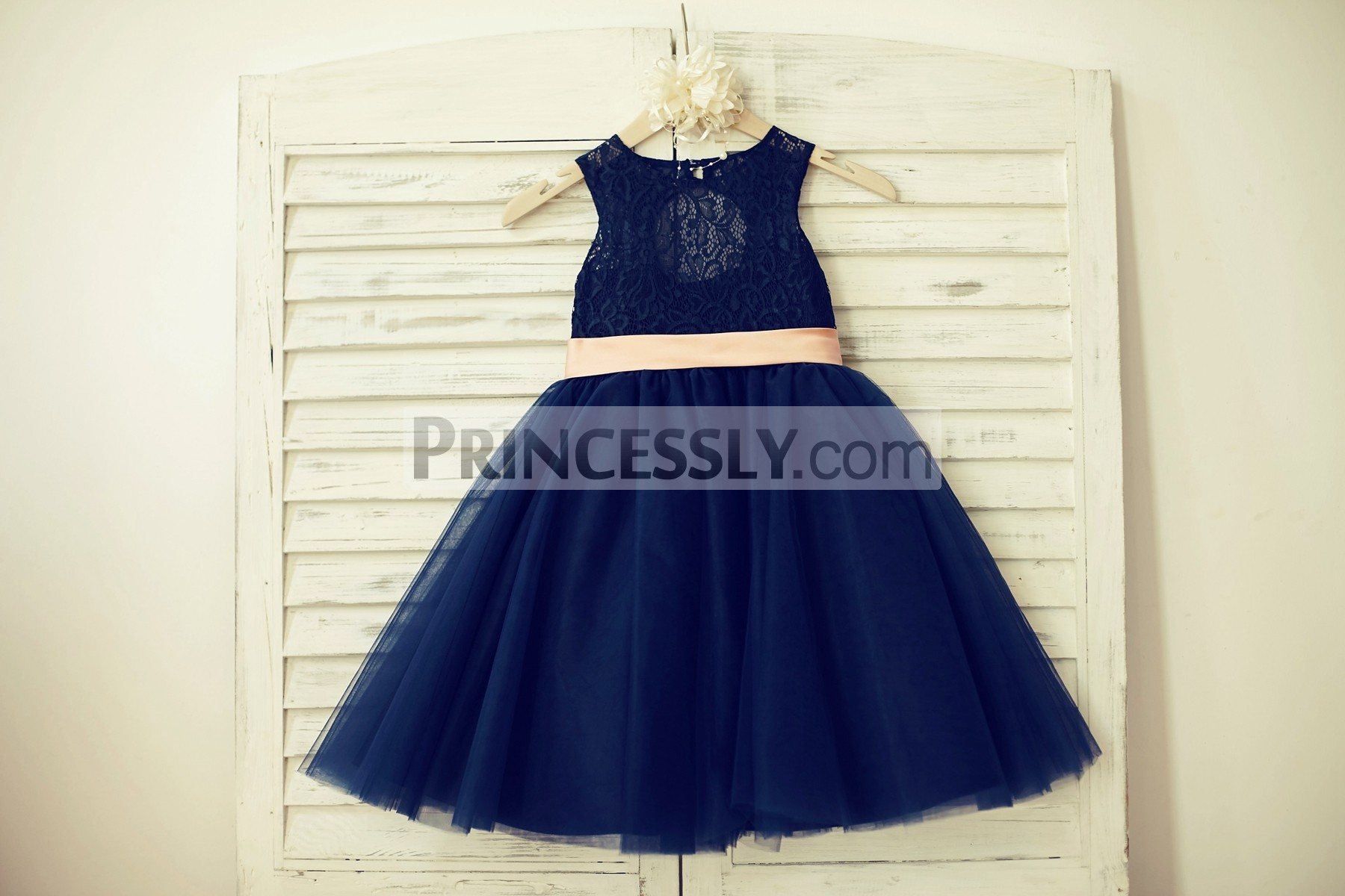Scoop neck sleeveless navy blue lace tulle flower girl dress