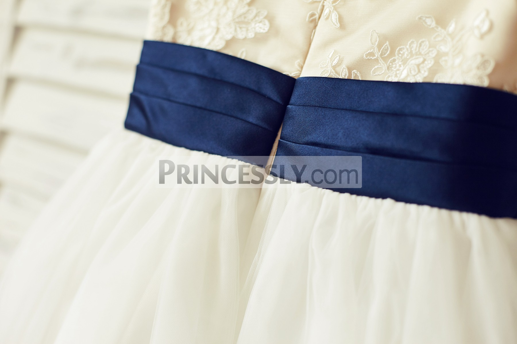 Fixed pleated navy blue belt & hidden zipper back