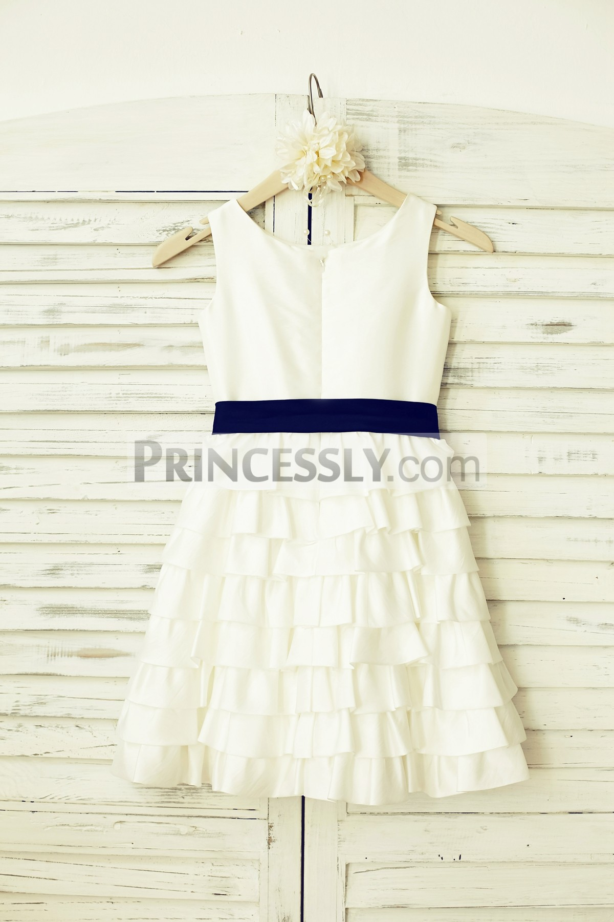 Scoop neck sleeveless ivory taffeta cupcake wedding baby girl dress