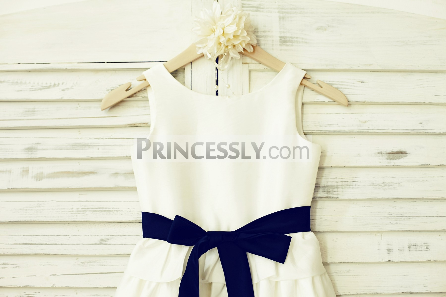 Scoop neck sleeveless bodice with navy blue sash