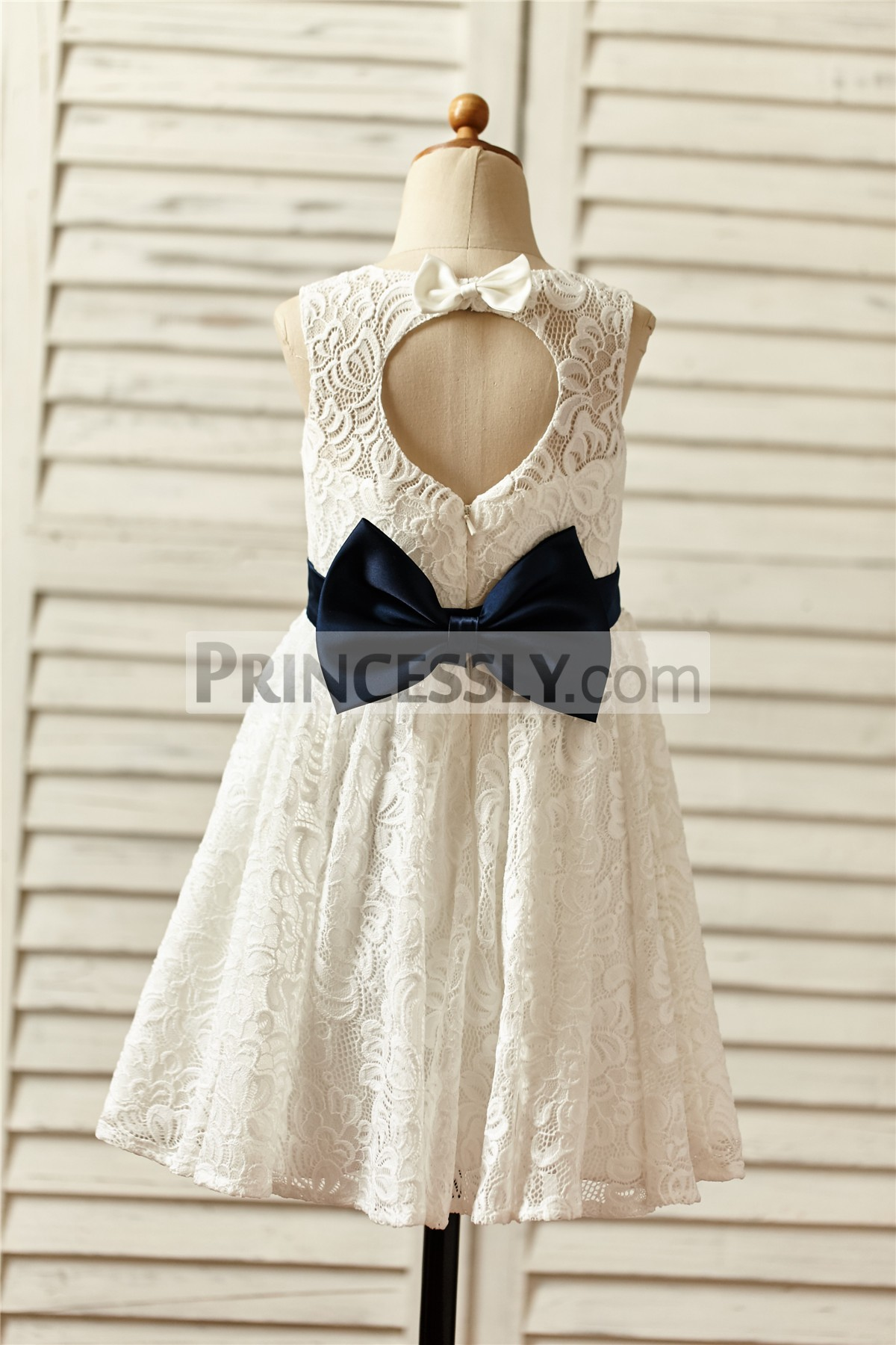 Scoop neck sleeveless ivory lace wedding baby girl dress with cutout back