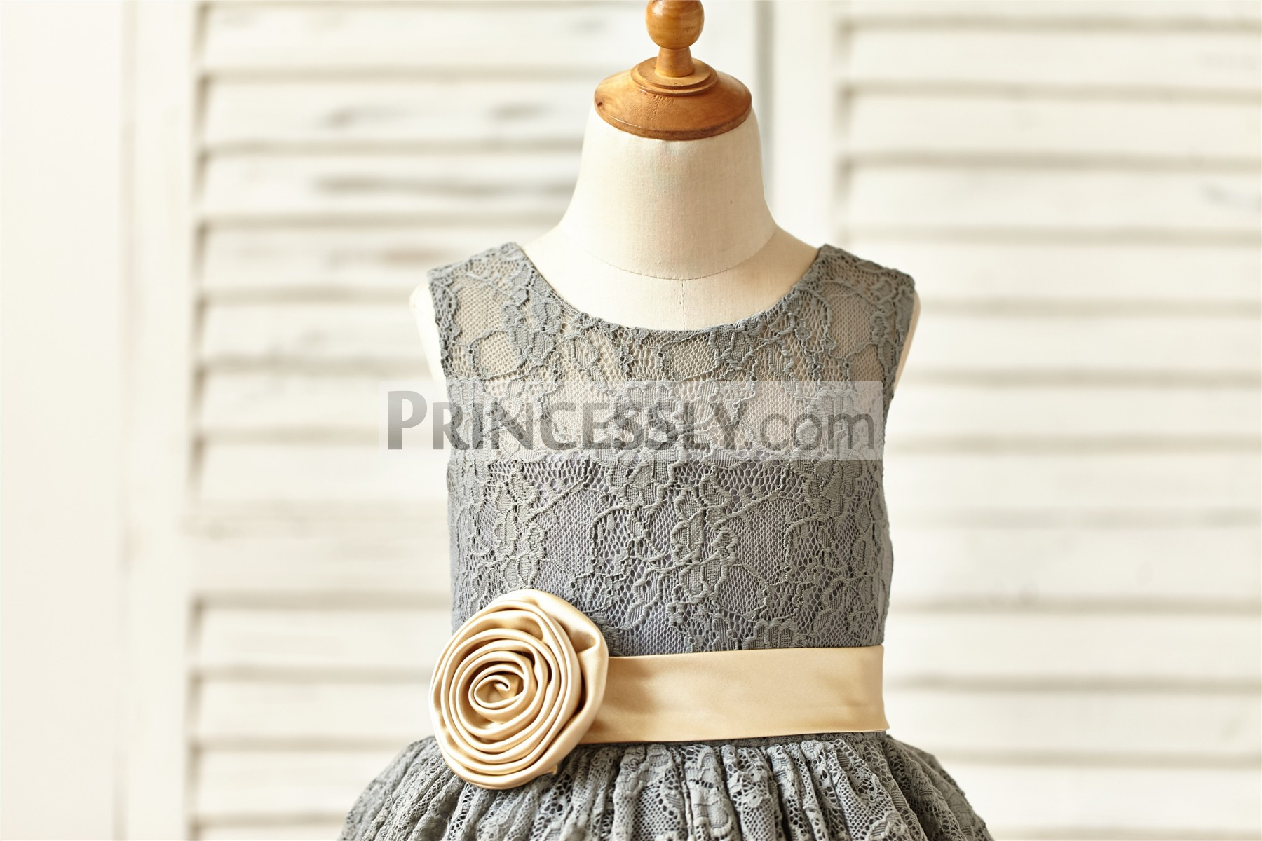 Scoop neck sleeveless bodice with champagne sash / flower