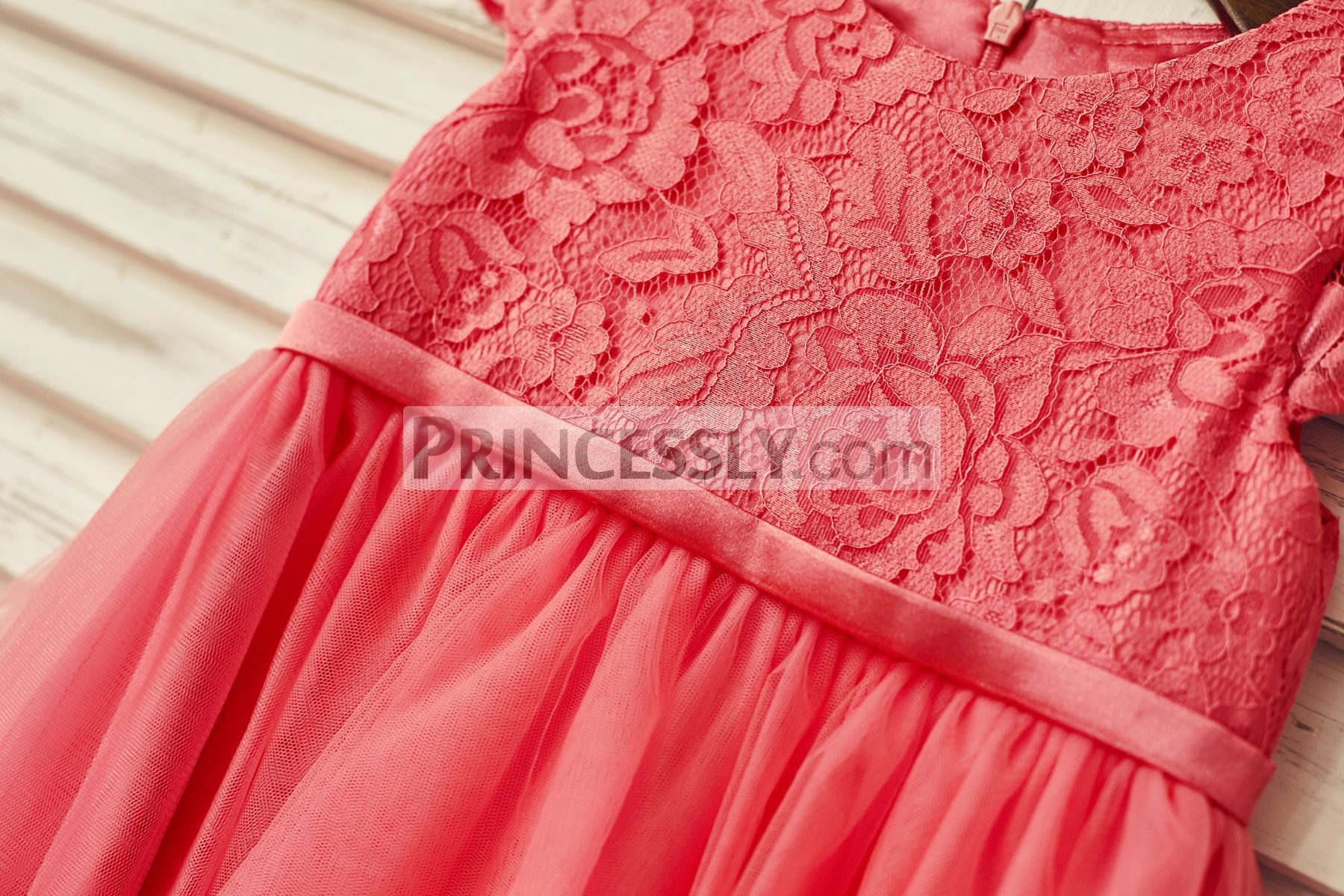 Fixed coral satin belt