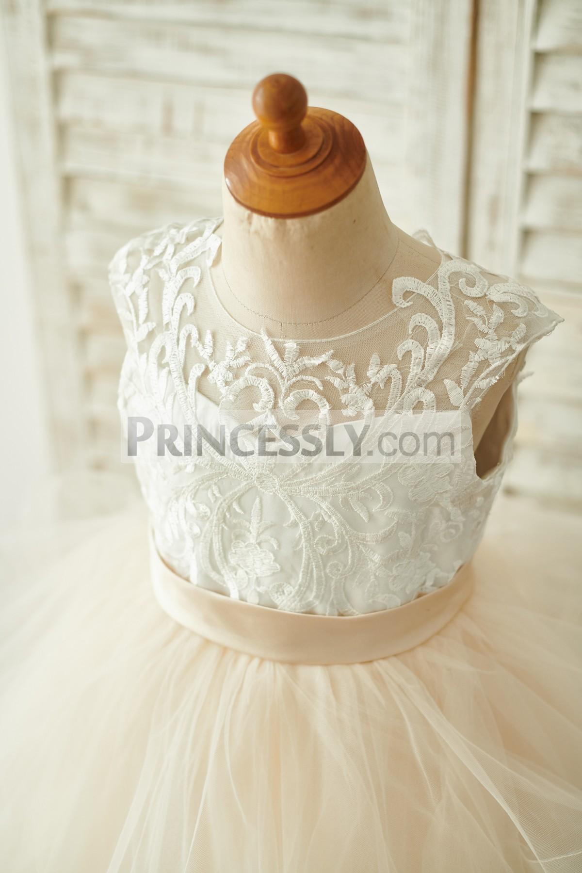Sleeveless, Jewel Neck with Inside Sweetheart Neckline Ivory Lace Bodice
