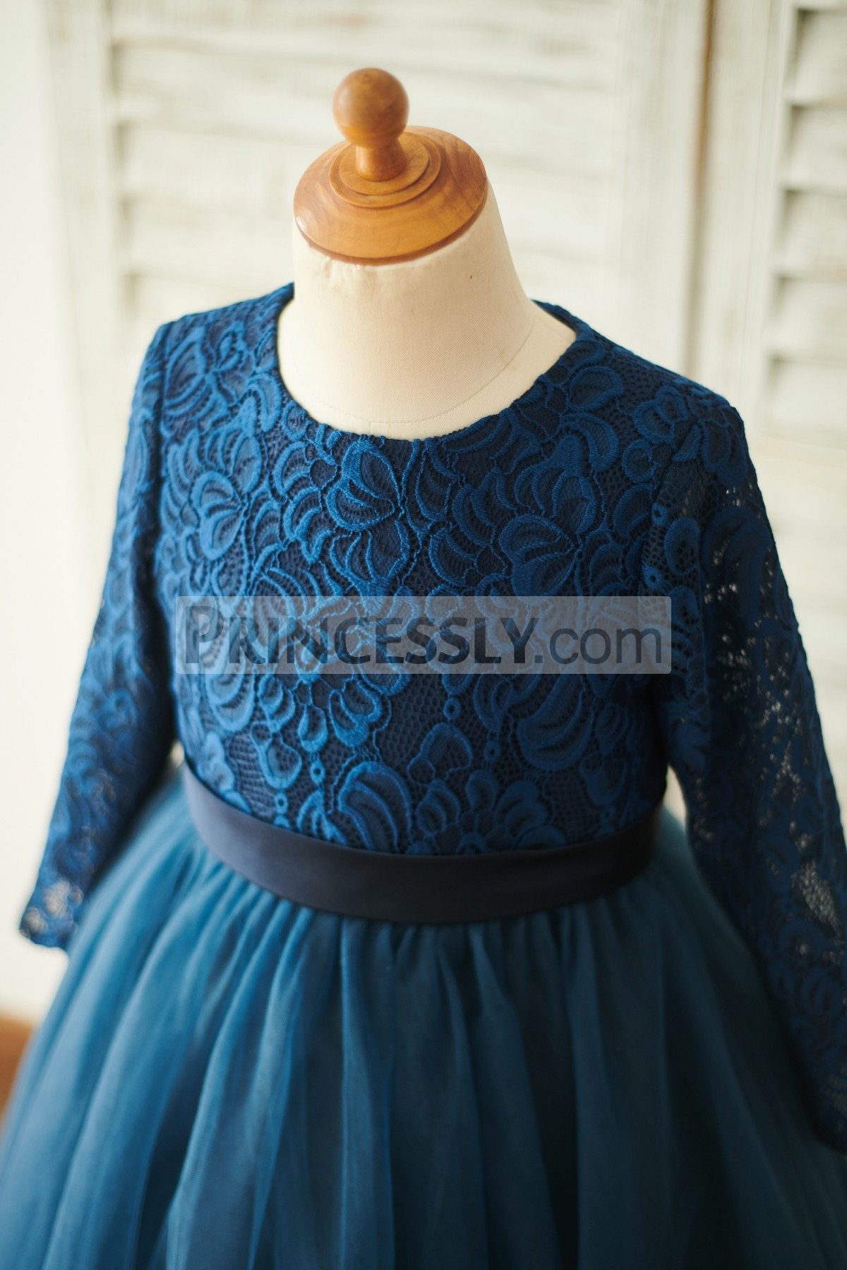Scoop Neckline Long Lace Sleeves Bodice with Fixed Belt