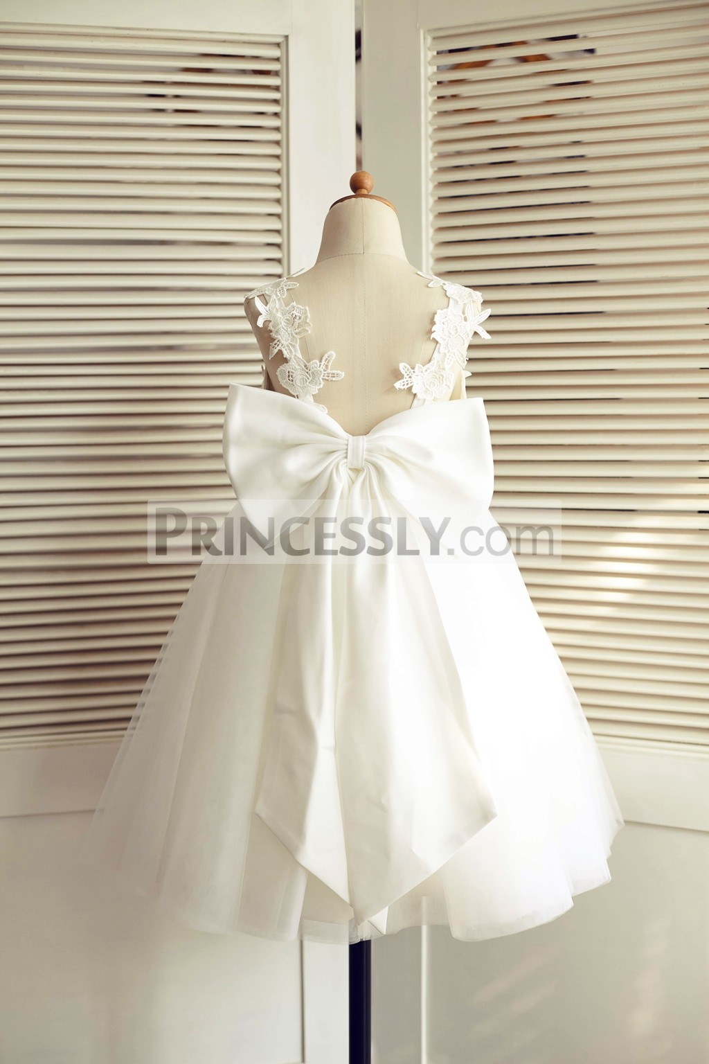 Appliques Straps Open Back Wedding Baby Girl Dress