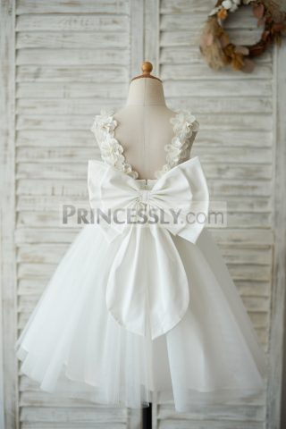Princessly.com-K1003541-Princess-Ivory-Lace-Tulle-V-Back-Wedding-Flower-Girl-Dress-with-Big-Bow-31