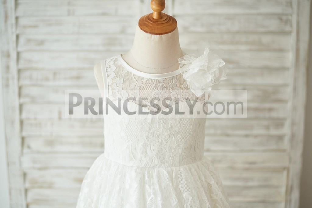 Delicate lace overlaid inside sweetheart lining bodice with flower on shoulder