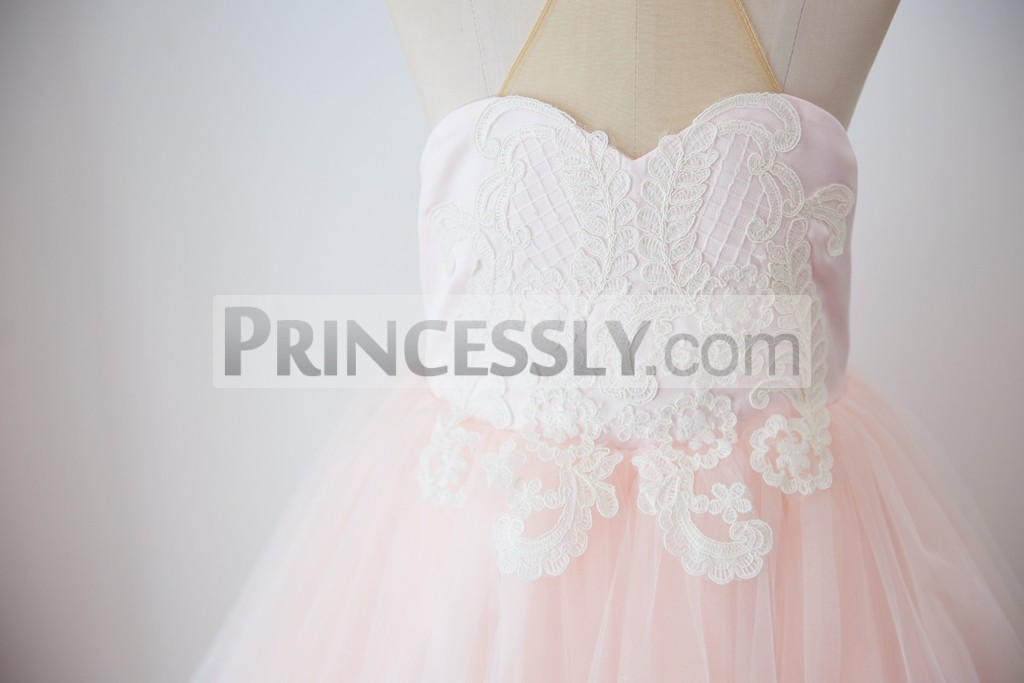 Sweethear pink bodice with ivory lace appliques extend below waistline
