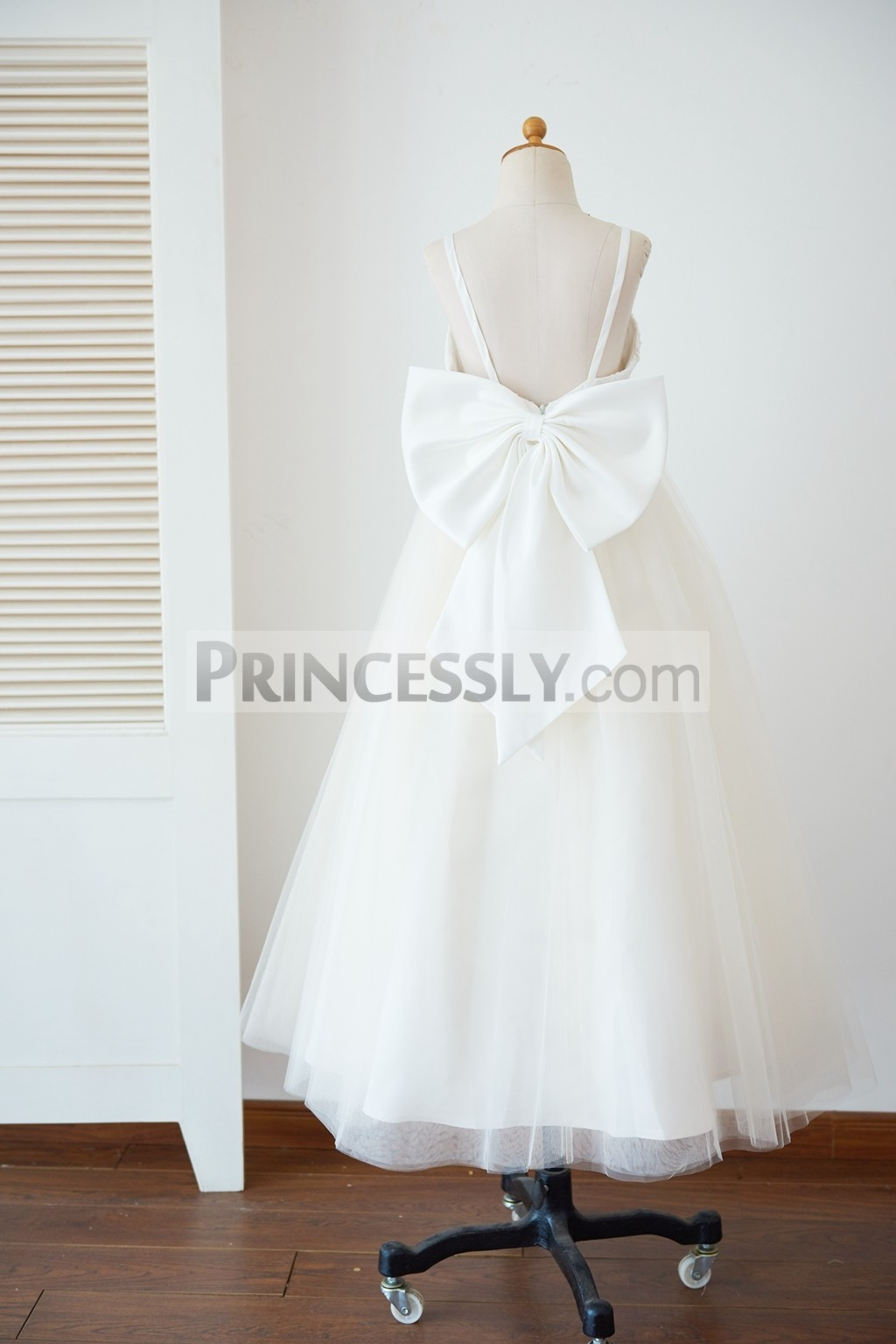Spaghetti Straps Backless Champagne Tulle Wedding Flower Girl Gown