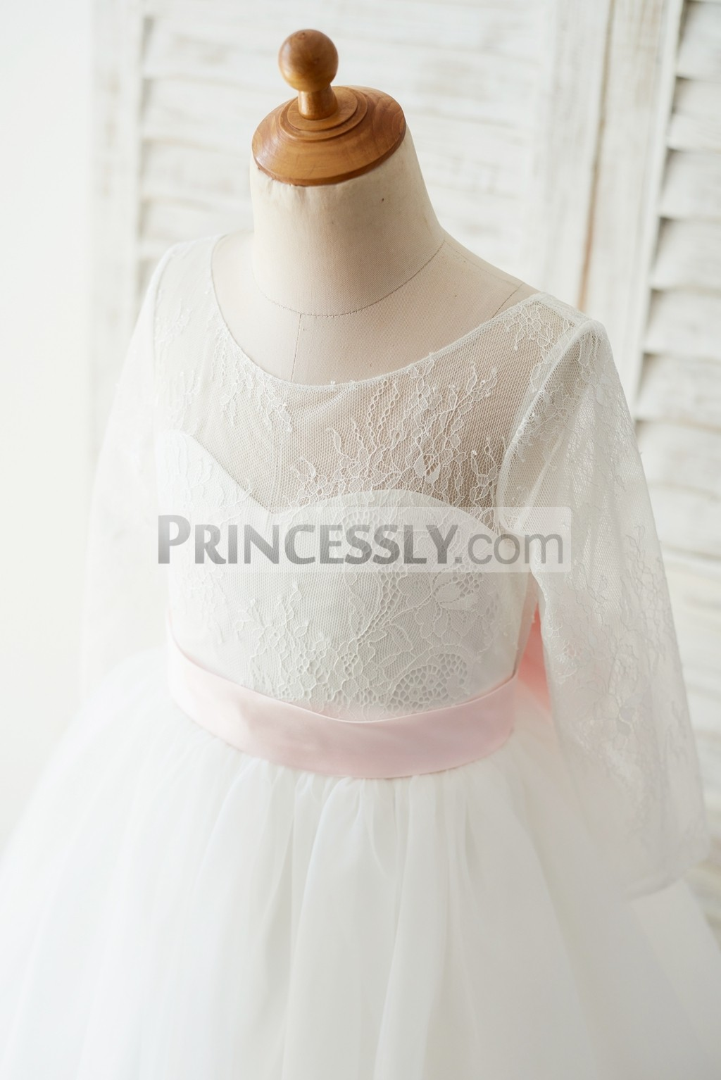 Lace overlay sweetheart lining