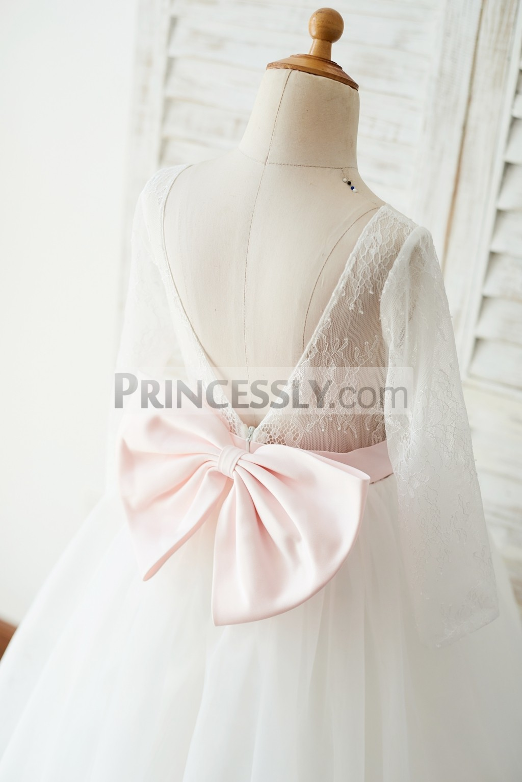 Pink bow attached on zipper closure part