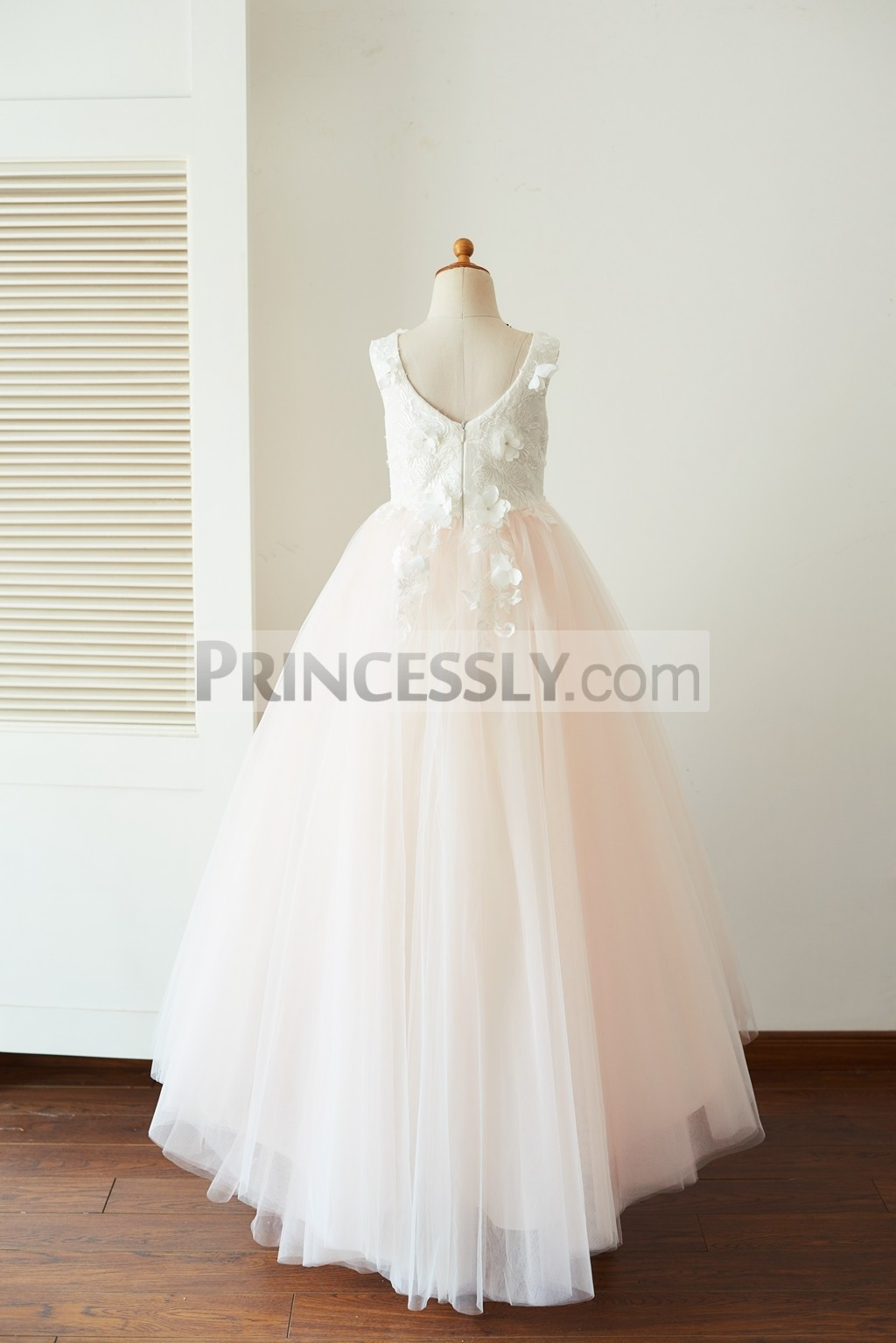 Half oval-shaped neck back pink tulle wedding party girl dress
