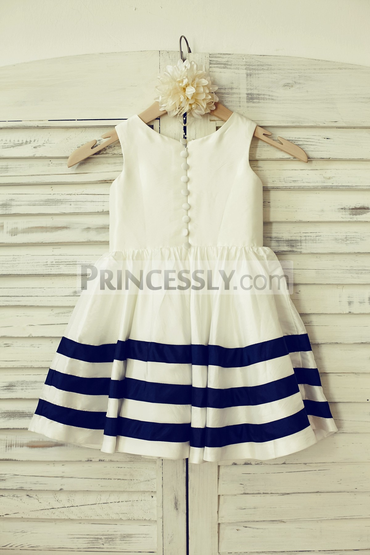 Cloth buttons along zipper back taffeta wedding baby girl dress