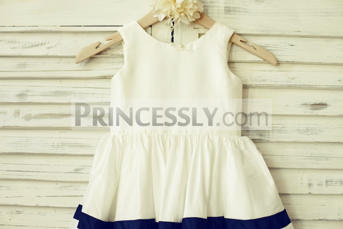 Simple ivory taffeta bodice