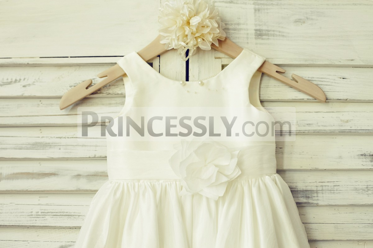 Scoop neck, sleeveless ivory taffeta bodice with waistband