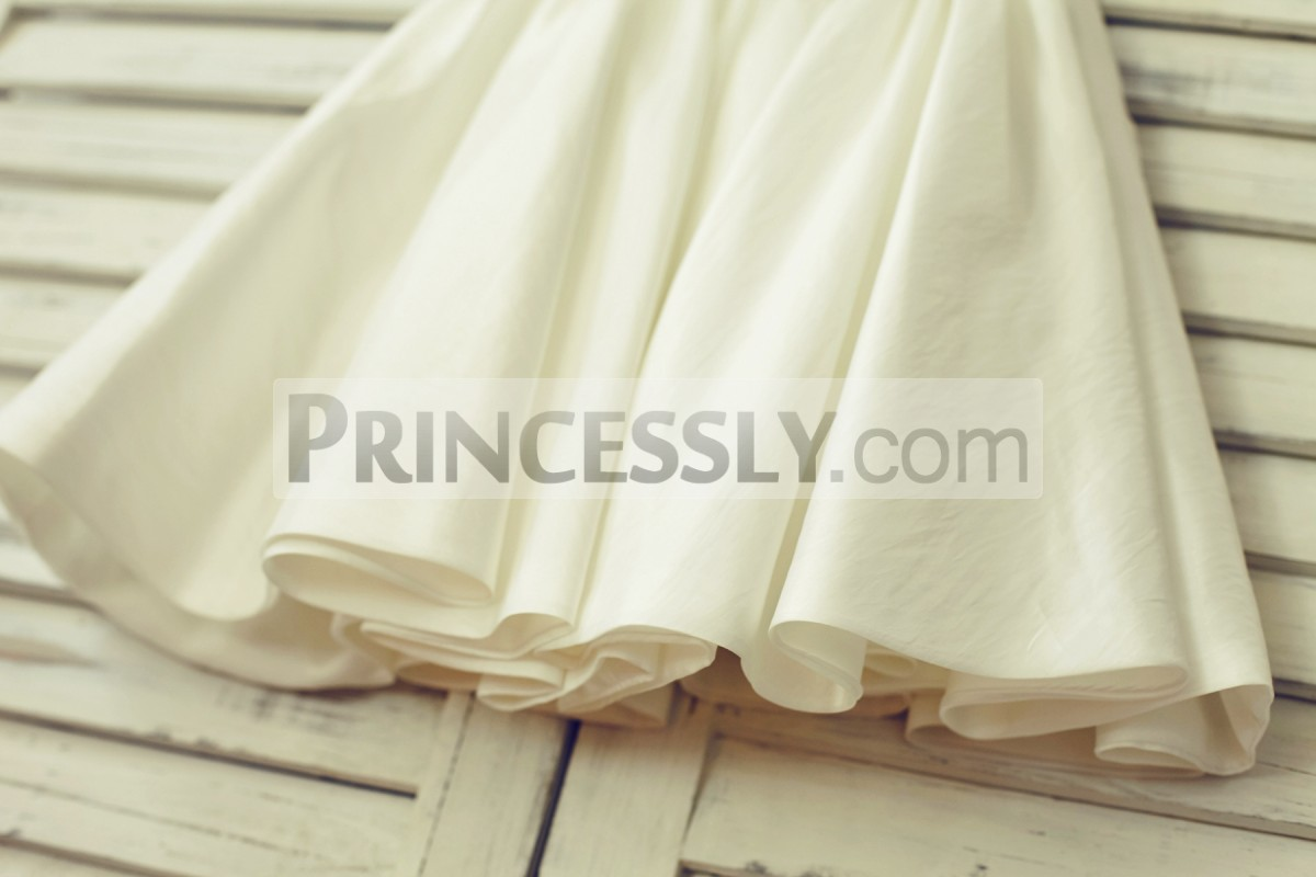 Simple skirt in ivory taffeta