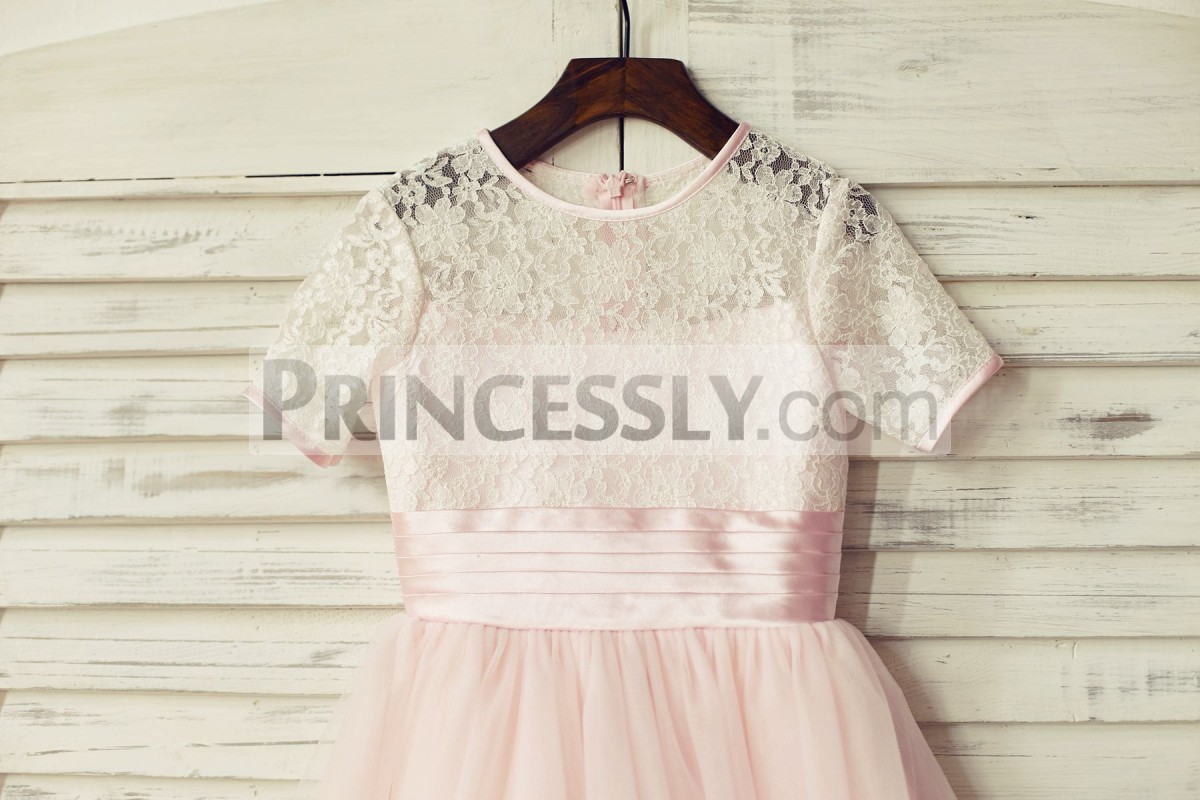 Pink lace overlay lining bodice in short sleeves with pleated waistband