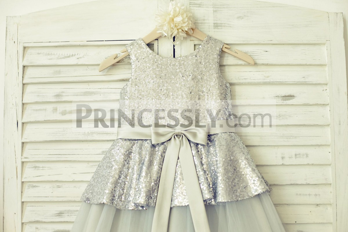 Silver sequins bodice in scoop neck, sleeveless