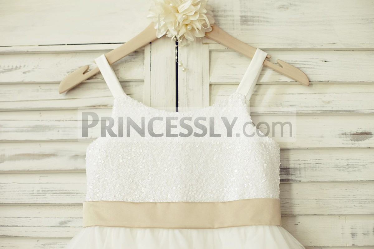 White sequined bodice in scoop neck with a fixed belt