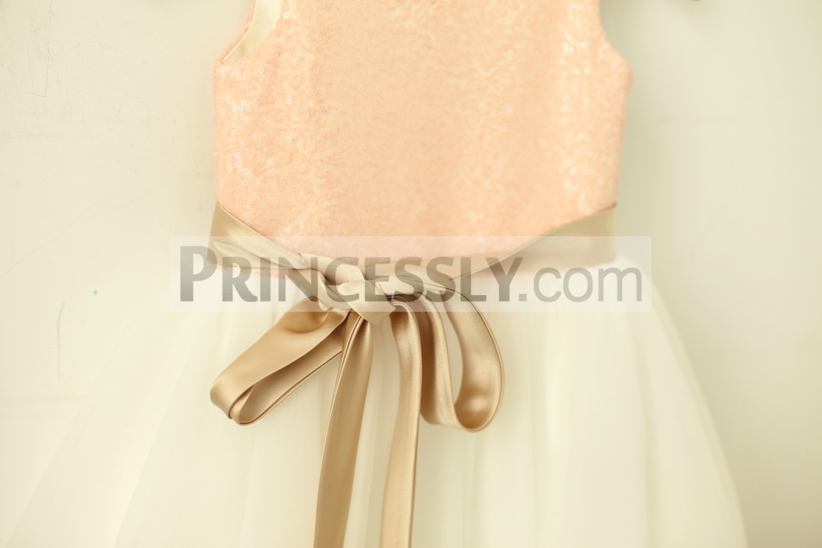Removable champagne sash around the waist