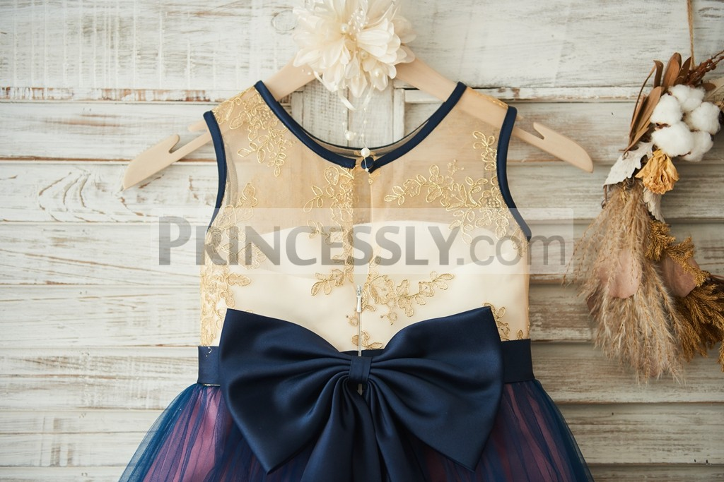 Slit on back with a navy blue bow