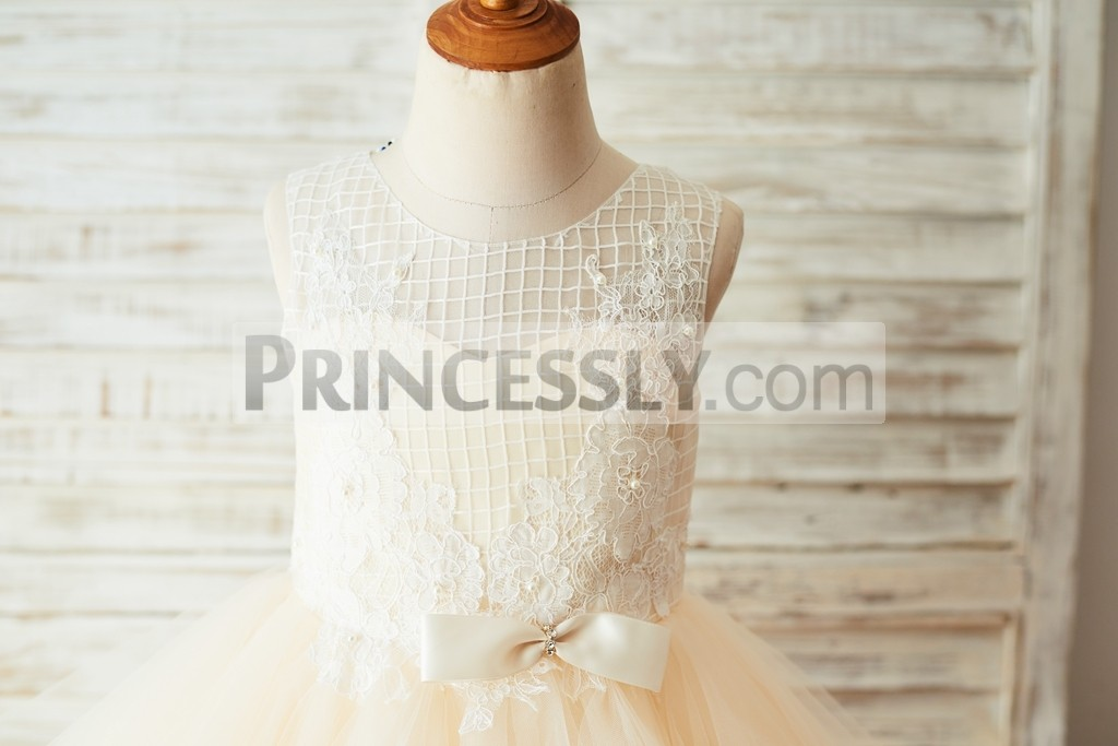Inside sweetheart champagne lining bodice with small bow