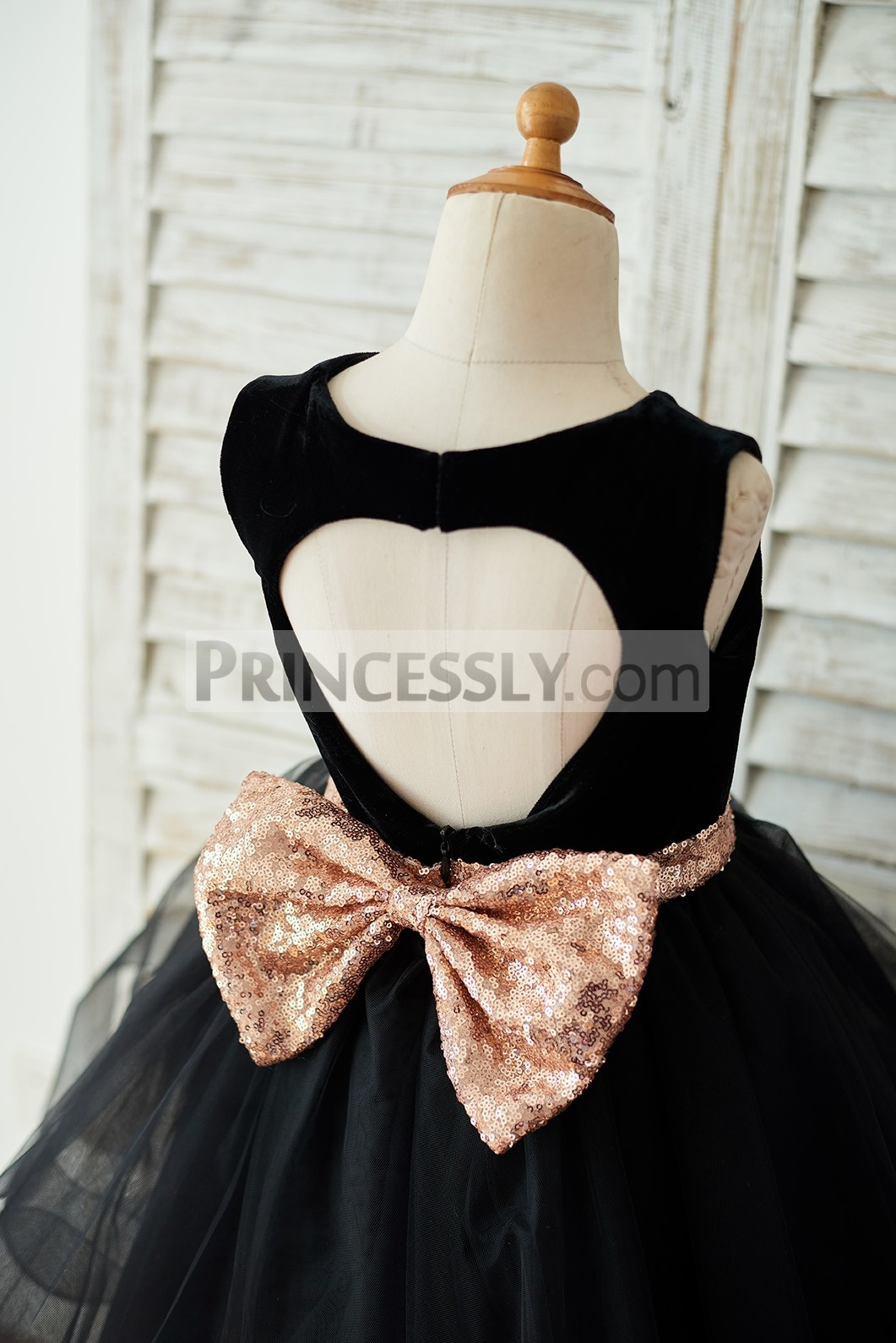 Keyhole with gold sequined bow on the back