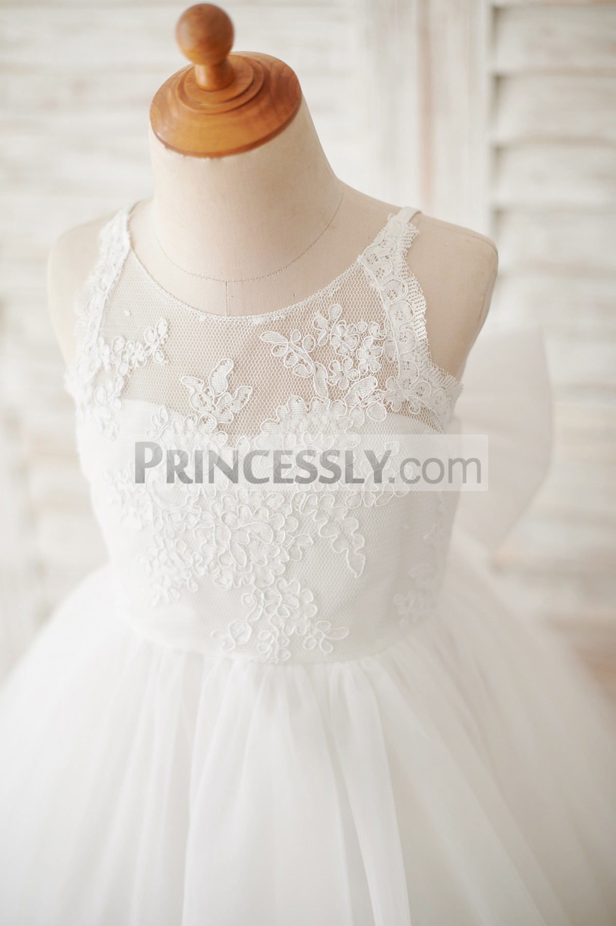 Lace overlay sweetheart lining bodice