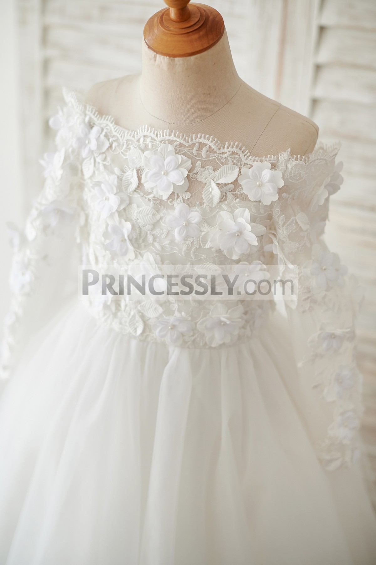 Delicate lace bodice with 3D flowers appliques