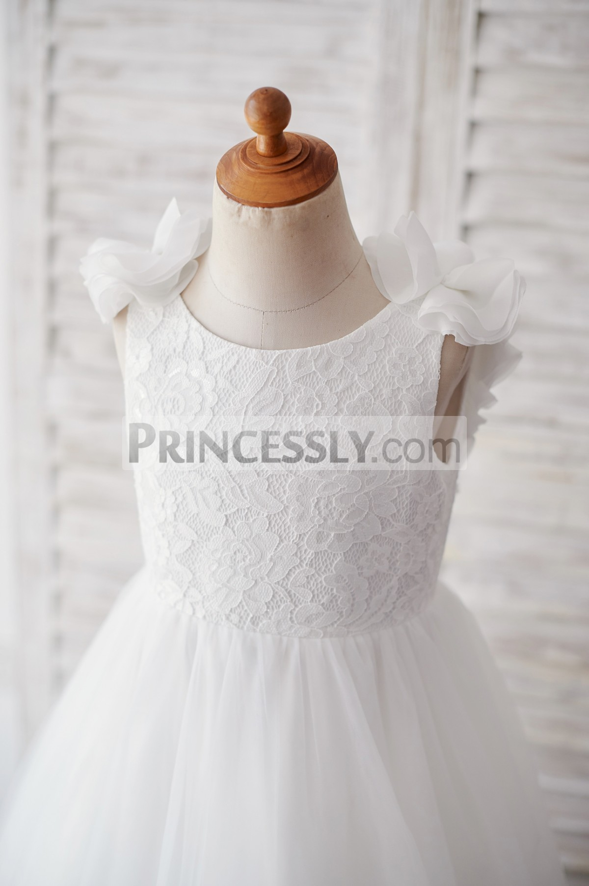 Ivory lace bodice in sleeveless