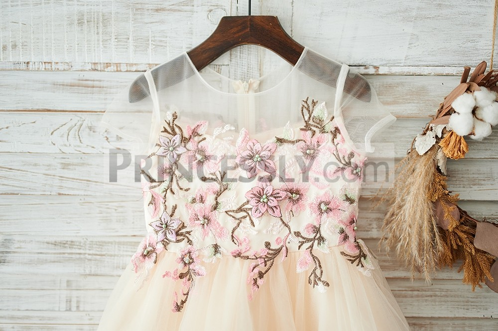 Colored embroideries lace bodice
