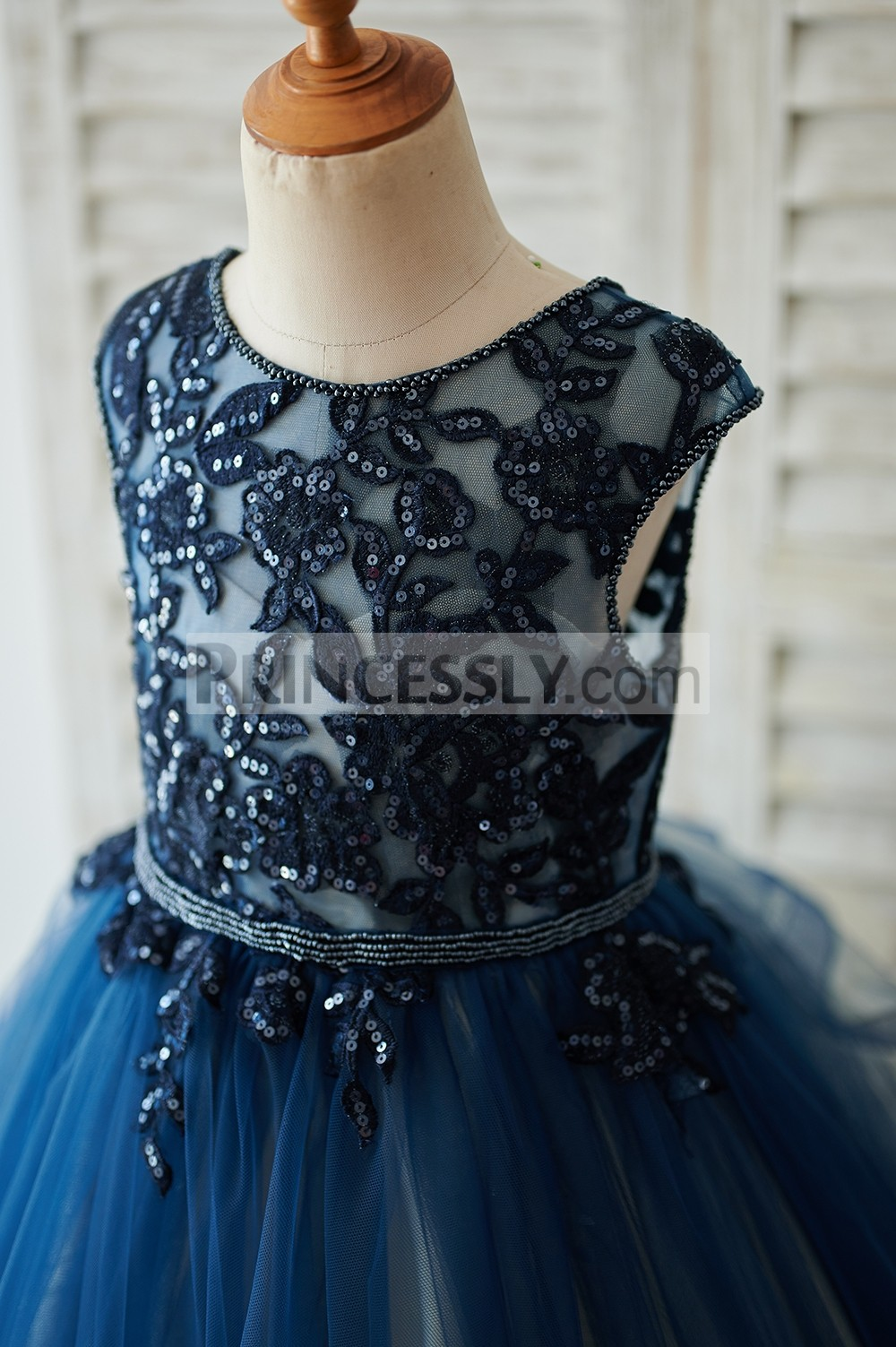 Beaded navy blue lace appliques bodice with inside sweetheart lining